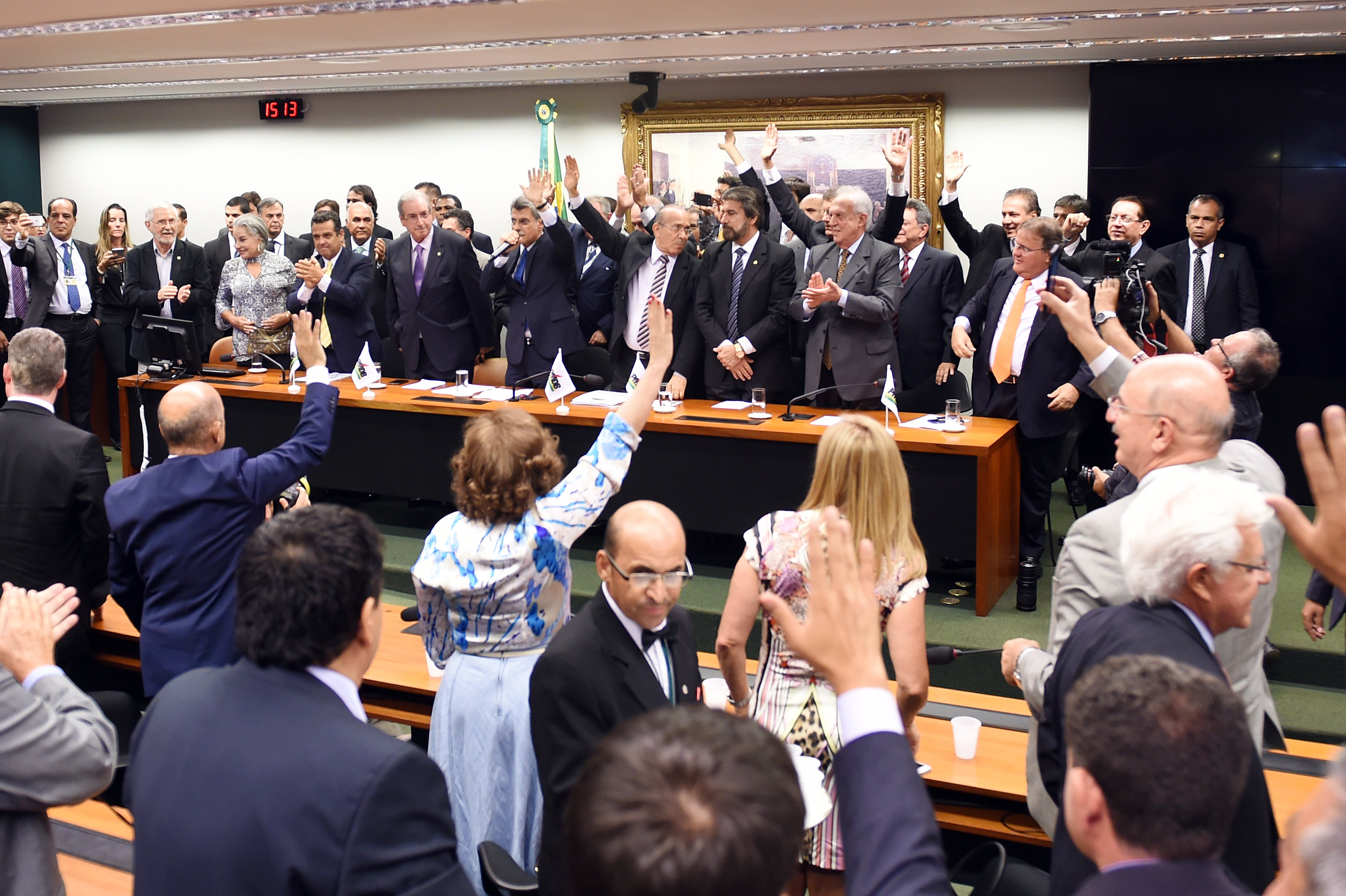 Brazil's PMDB party lawmakers unanimously vote for leaving the government coalition, at the PMDB's headquarters in Brasilia, on March 29, 2016.