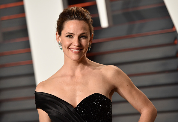 Actress Jennifer Garner arrives at the 2016 Vanity Fair Oscar Party Hosted By Graydon Carter at Wallis Annenberg Center for the Performing Arts on February 28, 2016 in Beverly Hills, California.