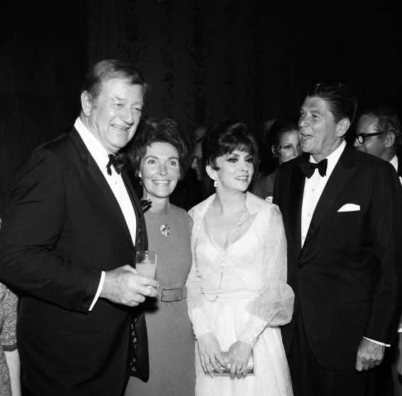 John Wayne, Nancy Reagan, Gina Lollobrigida and Ronald Reagan during the National Headliner Awards in in June 1970.
