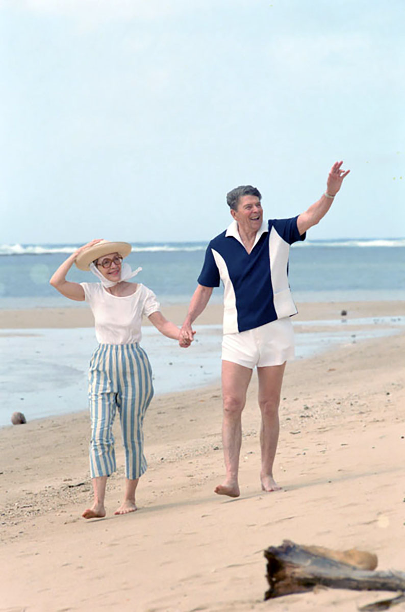 President Ronald Reagan and Nancy Reagan walk along a beach at Kahala at the Hemmeter residence in Honolulu on April 27, 1986.
