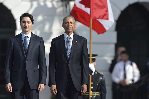 US President Barack Obama and Canada's Prime Minister Justin Trudeau take part in a welcome ceremony during a State Visit on the South Lawn of the White House in Washington, D.C., on March 10, 2016.