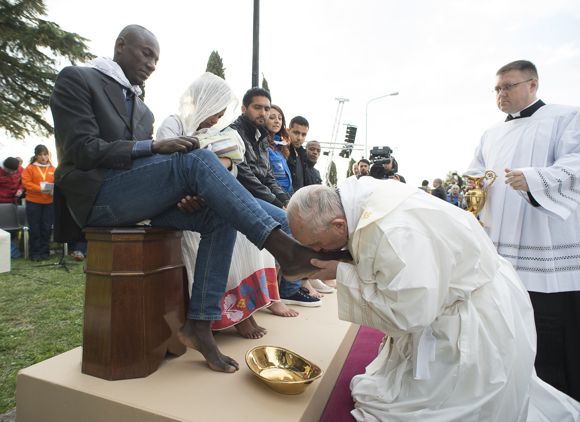 Pope Francis kisses the foot of a man during the foot-washing ritual at the Castelnuovo di Porto refugees center near Rome, Italy on March 24, 2016.