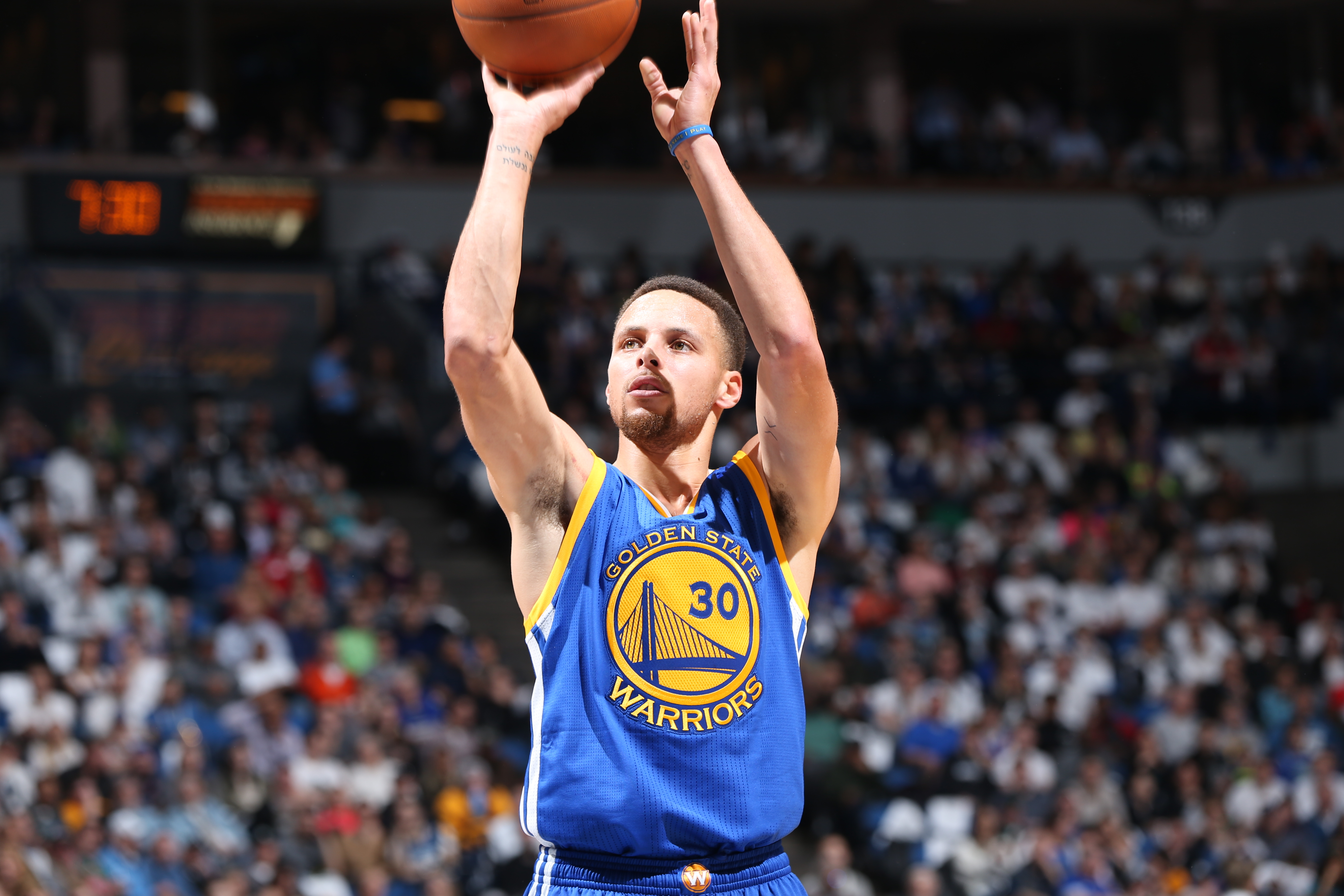 Stephen Curry #30 of the Golden State Warriorss shoots the ball against the Minnesota Timberwolves  on March 21, 2016 at Target Center in Minneapolis, Minnesota.