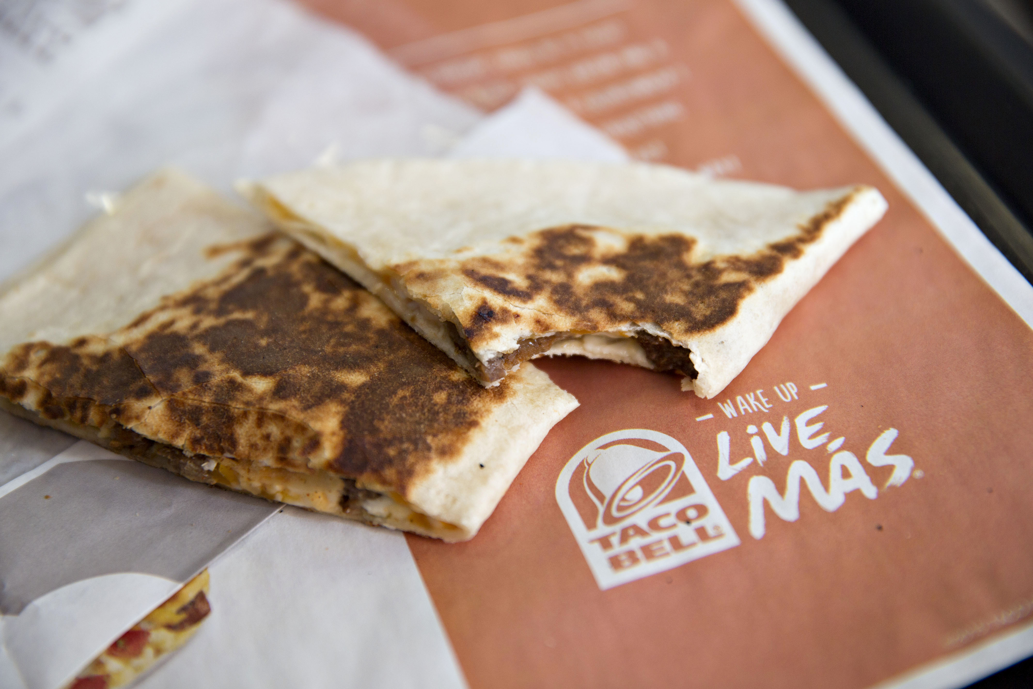 Food is arranged for a photograph at a Taco Bell restaurant in Peru, Illinois, U.S., on Thursday, Oct. 1, 2015. Yum! Brands Inc., owner of restaurant brands KFC, Pizza Hut, and Taco Bell, is scheduled to release third-quarter earnings on October 6.