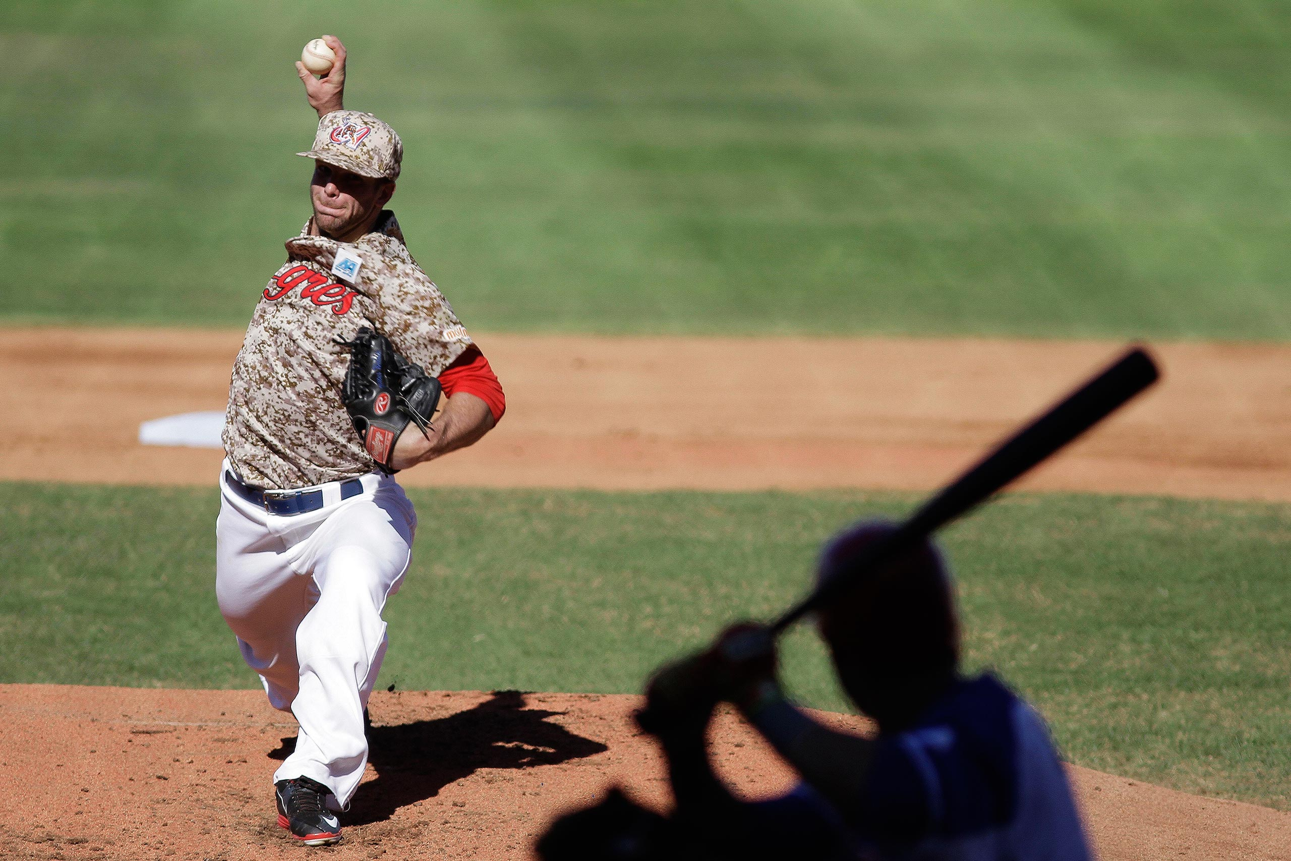Walden Marcus, a pitcher on Venezuela's Tigres de Aragua, throws the ball during the first inning of the Caribbean Series baseball game against Puerto Rico's Cangrejeros de Santurce in Santo Domingo, Dominican Republic, Feb. 6, 2016.
