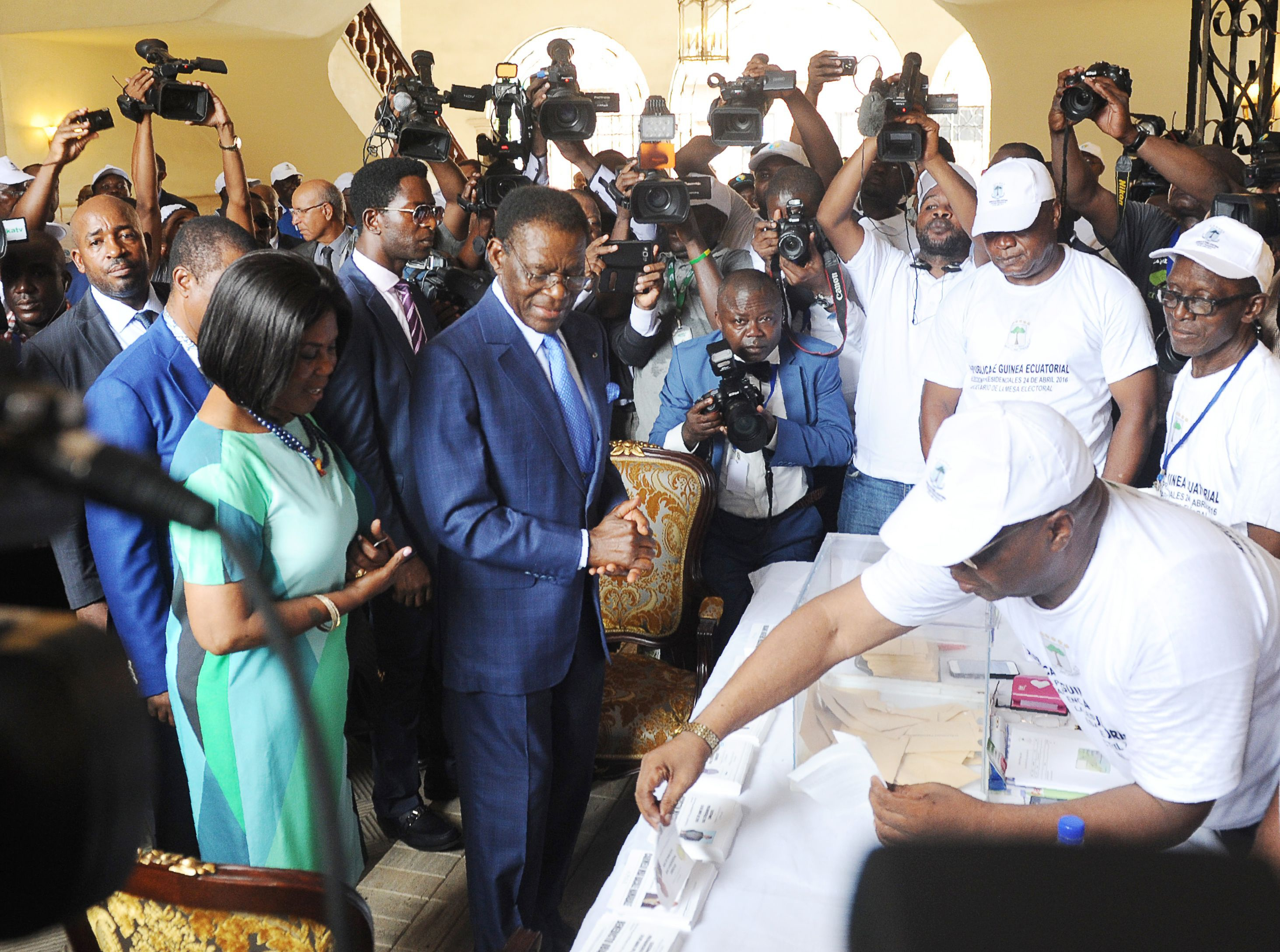 Equatorial Guinea President Teodoro Obiang Nguema (C) and his wife Constancia Mangue (L) arrive at the polling station on April 24, 2016 in Malabo during the presidential election vote