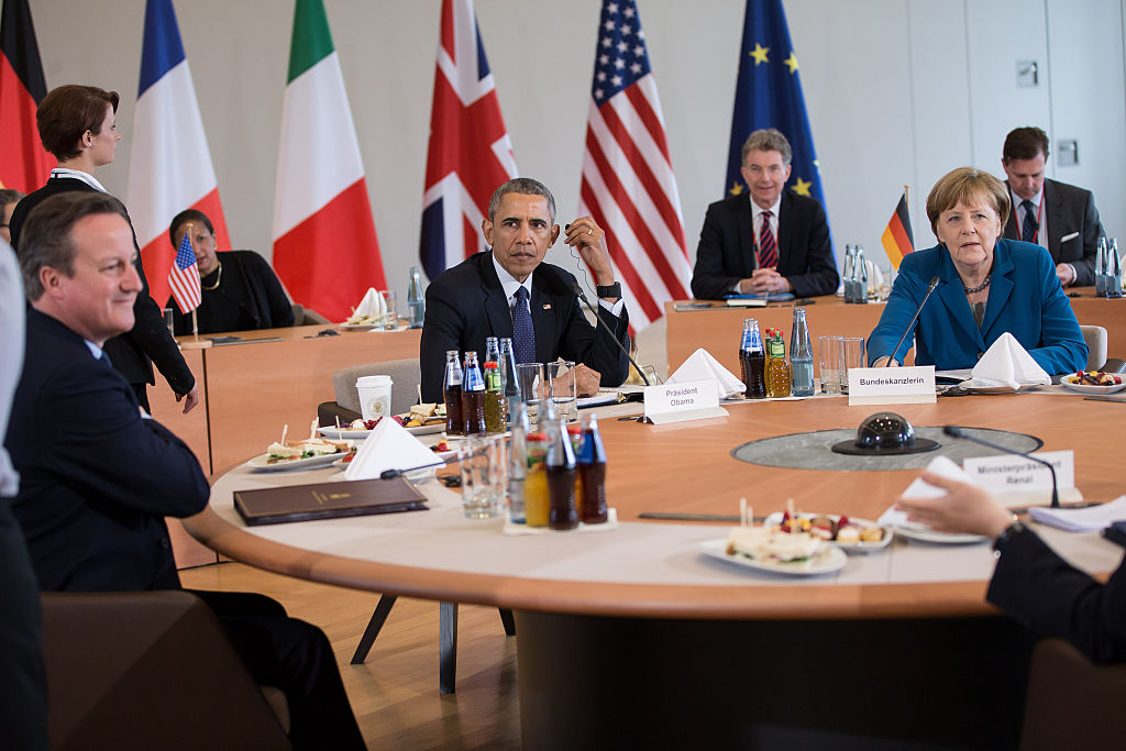 HANOVER, GERMANY - APRIL 25: German Chancellor Angela Merkel meets with U.S. President Barack Obama, French President Francois Hollande, British Prime Minister David Cameron and Italian Prime Minister Matteo Renzi at Herrenhausen Palace on April 25, 2016 in Hanover, Germany. Obama is meeting David Cameron of Britain, Francois Hollande of France, Matteo Renzi of Italy and Angela Merkel of Germany.  (Photo by Maja Hitij - Pool /Getty Images)