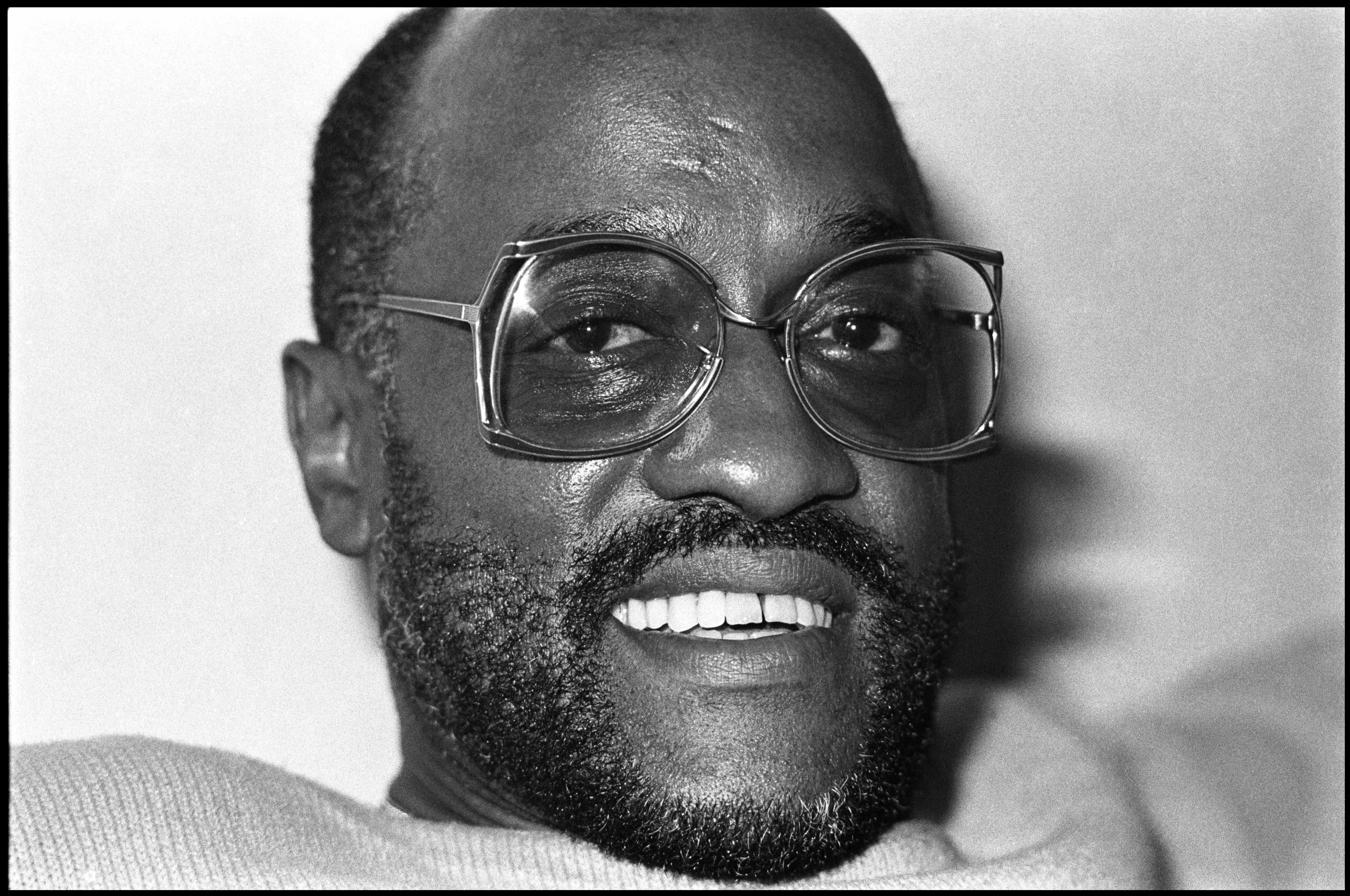 Soul singer Billy Paul poses for a portrait at his home in New Jersey on June 16 1985. (Photo by David Corio/Michael Ochs Archive/Getty Images)