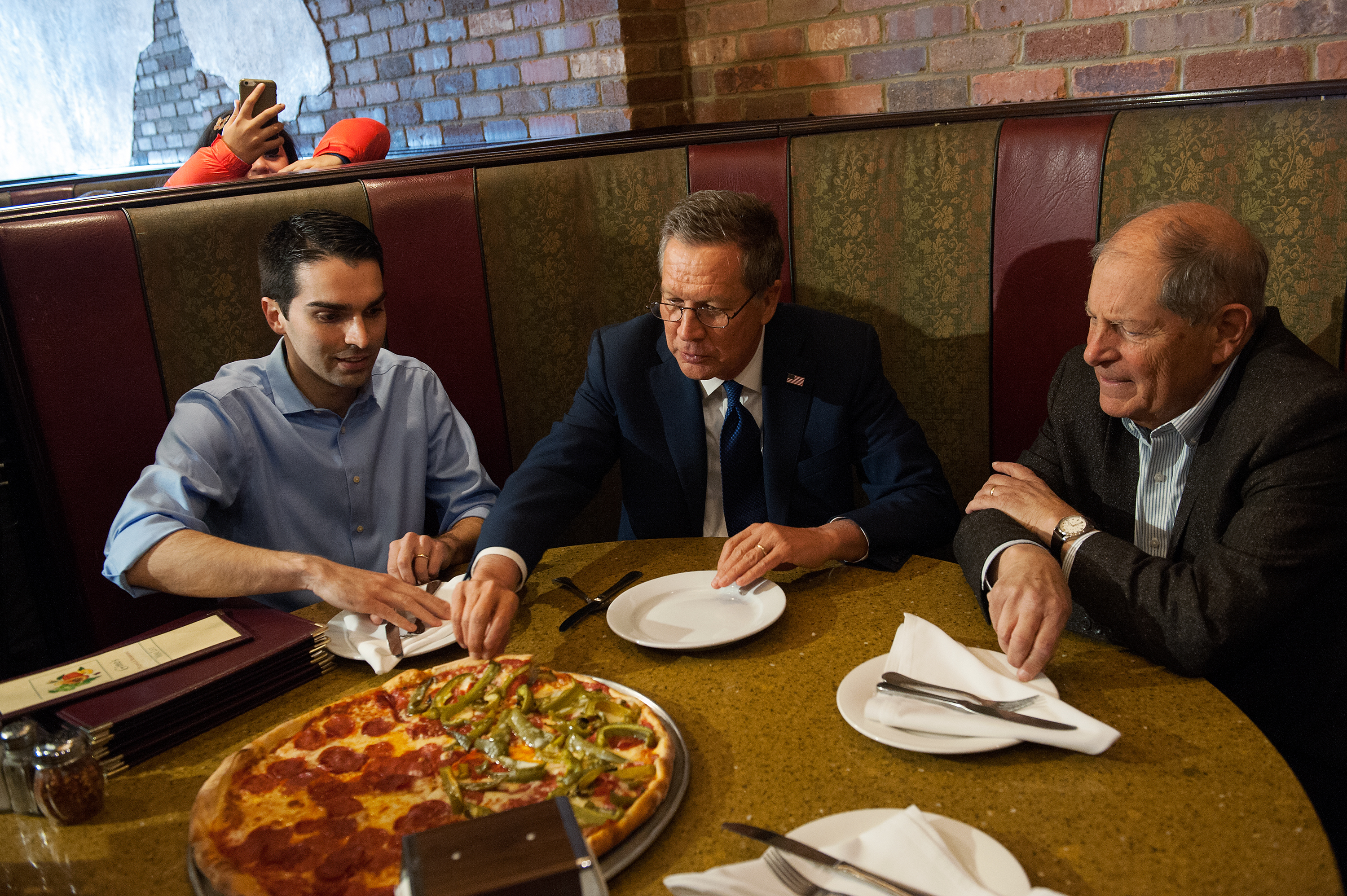 John Kasich and Bob Turner eat at Gino's Pizzeria and Restaurant in Queens, New York City on March 30, 2016.