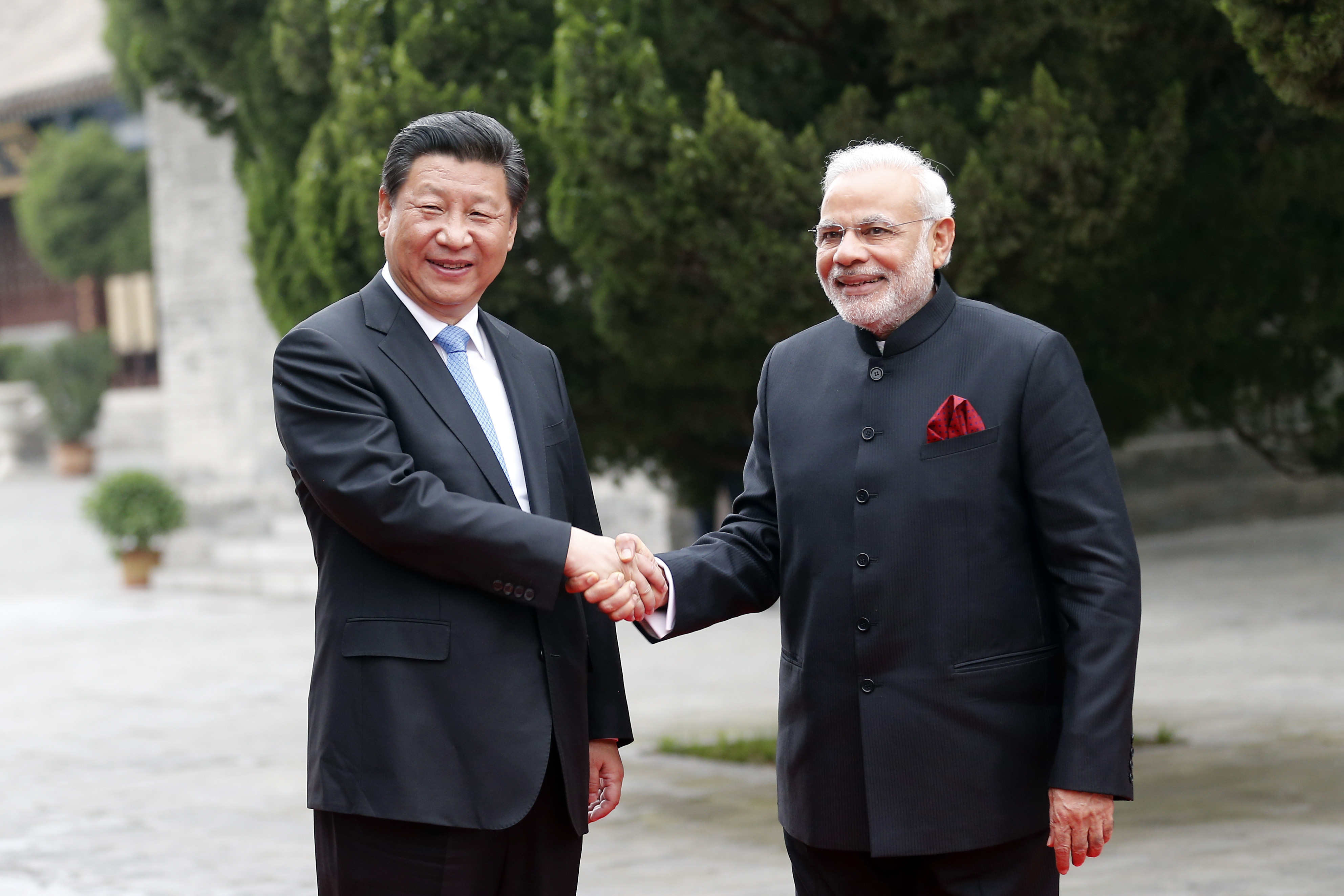 Chinese President Xi Jinping (L) and Indian Prime Minister Narendra Modi during their visit to Daci'en Temple in Xi'an, China on May 14, 2015.