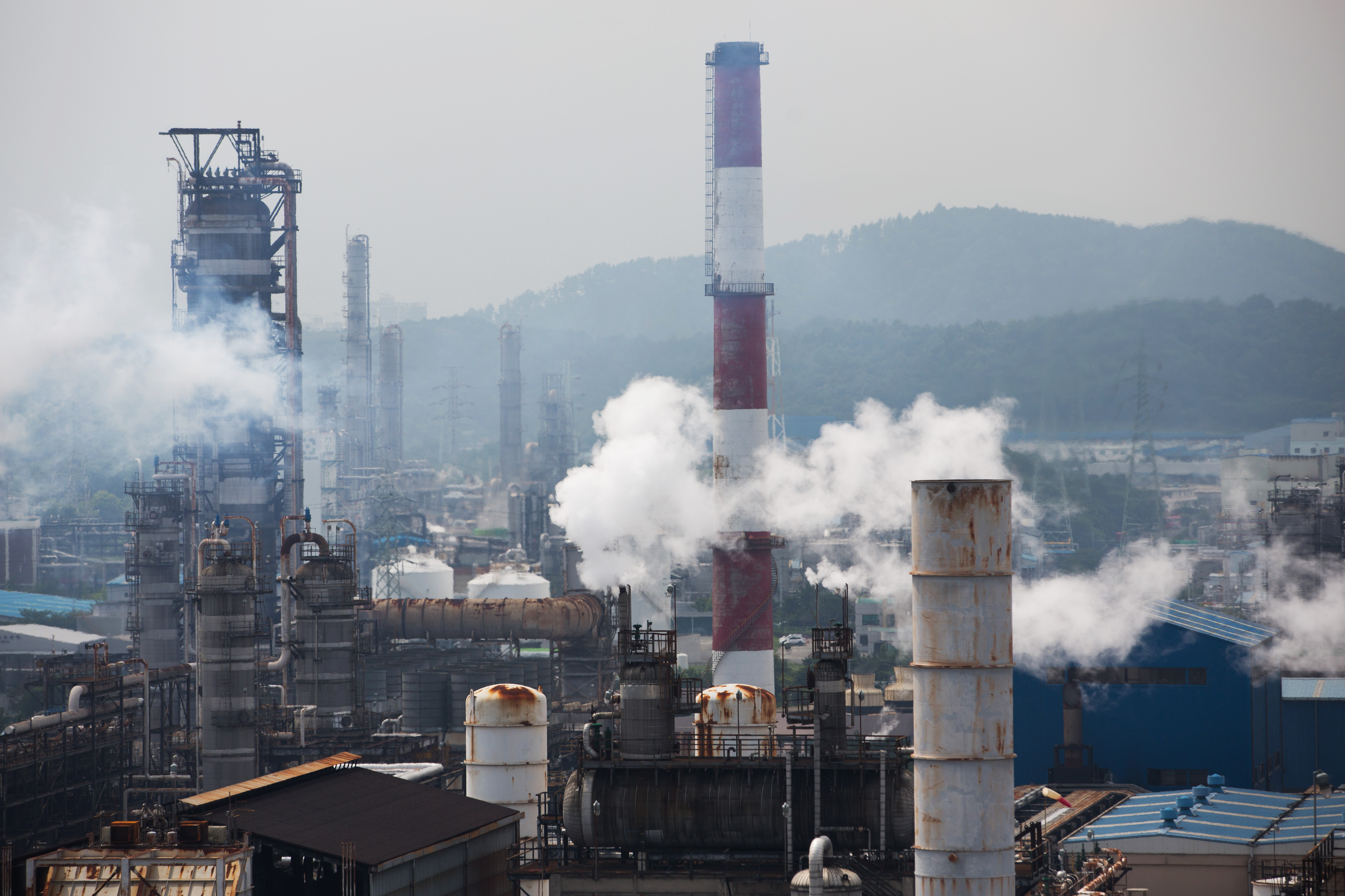SK Innovation Co.'s Ulsan Complex oil refinery facilities operate in Ulsan, South Korea, on Tuesday, July 21, 2015.