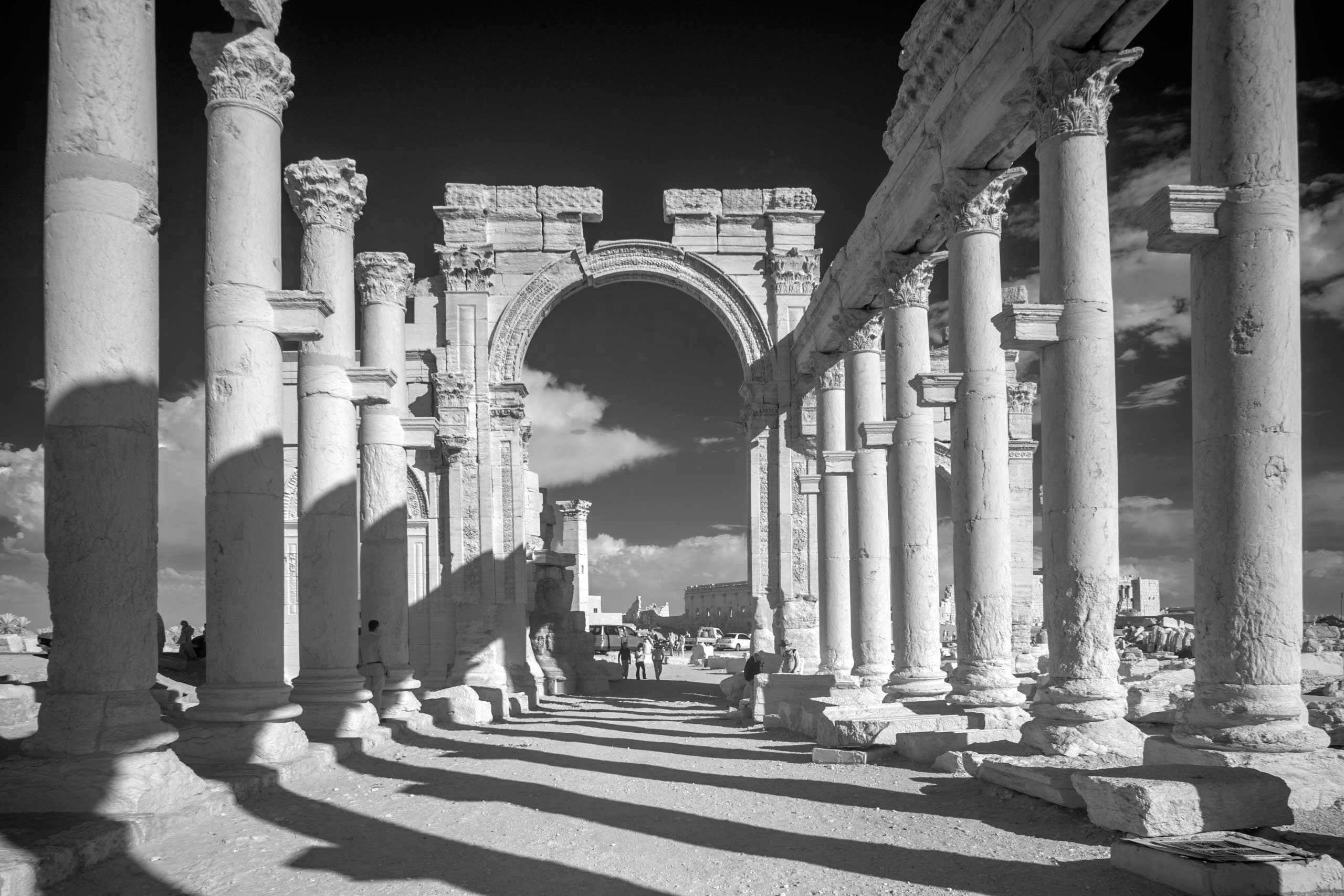 Triumphal Arch and grand colonnade.