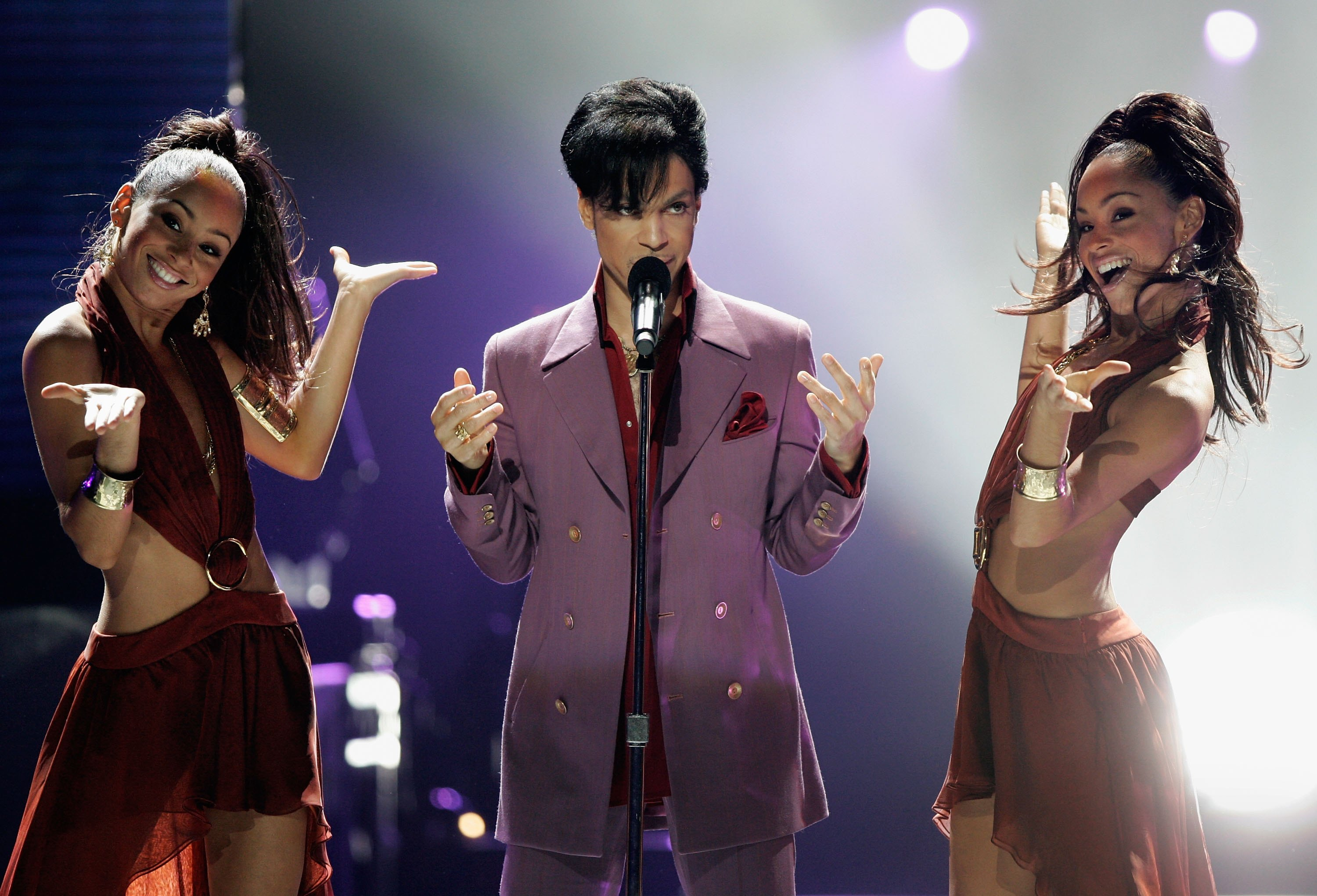 Prince performs during the American Idol Season 5 Finale on May 24, 2006 in Hollywood, Calif.