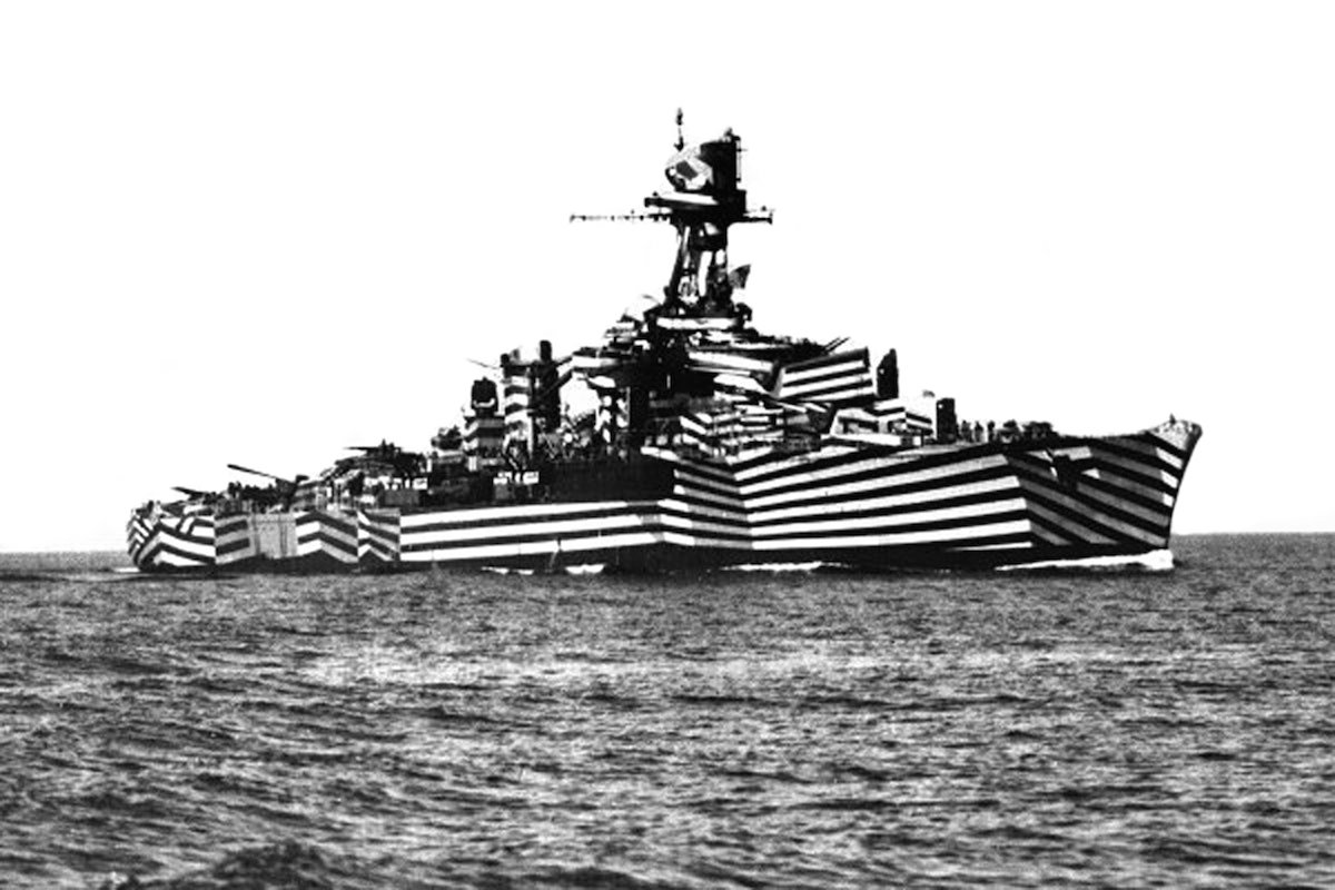 The French Galissonnière class light cruiser, Gloire, in dazzle camouflage, circa 1940.