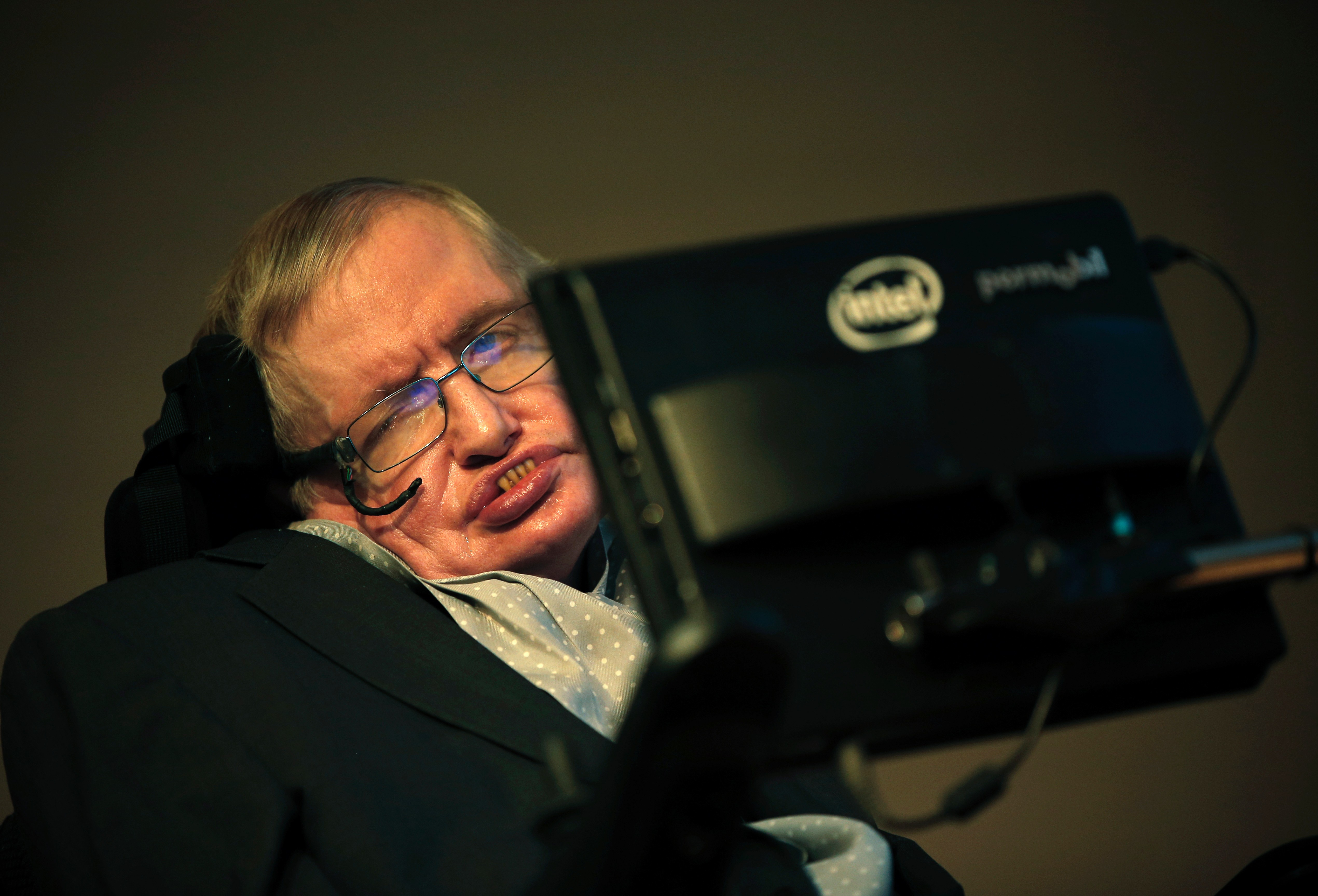 Professor Stephen Hawking attends a press conference to announce a new award for science communication in London on December 16, 2015.