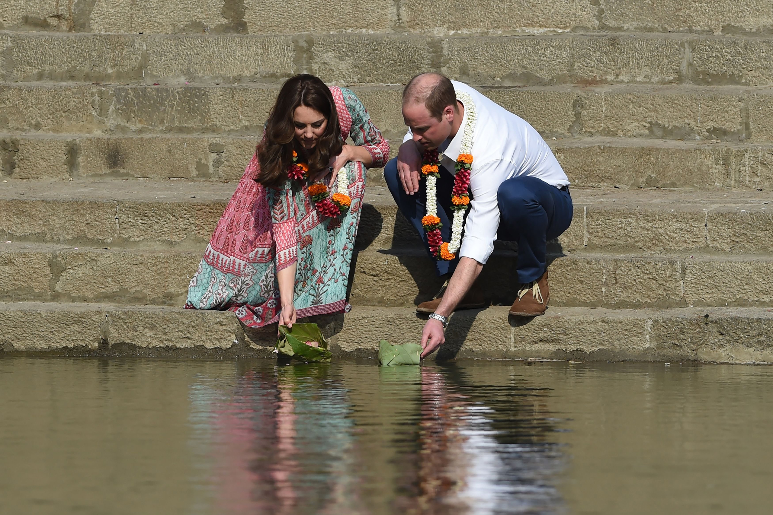Prince William and Catherine visit the historic Banganga water tank in Mumbai on April 10, 2016.
