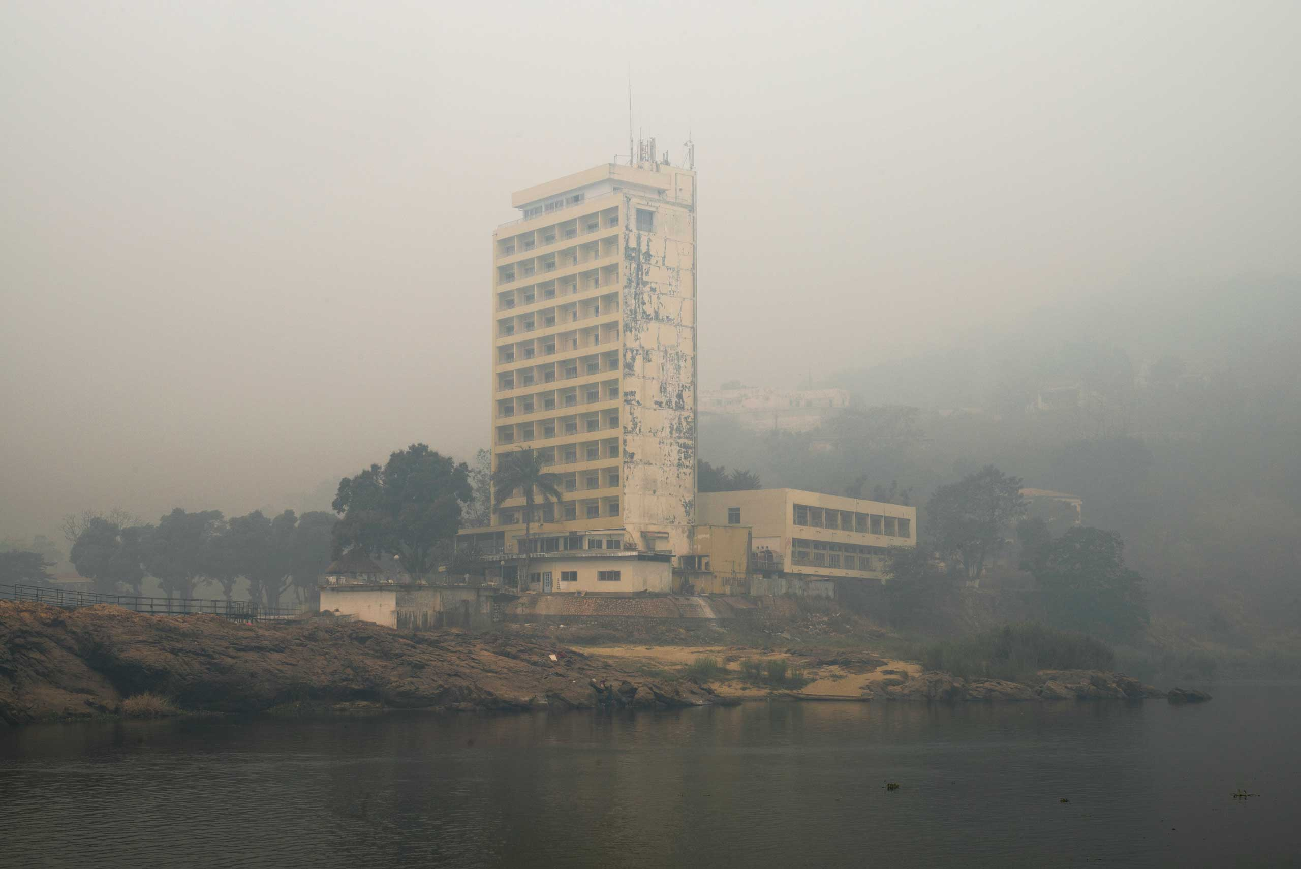 A building seen from the Oubangui river.