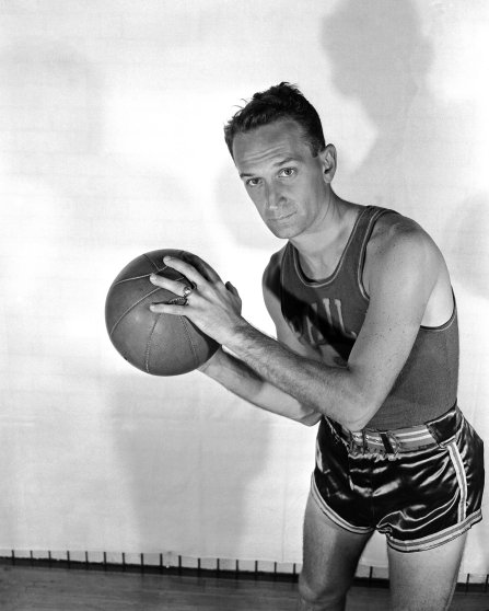 Angelo Musi of the Philadelphia Warriors poses for a portrait circa 1947 at the Philadelphia Civic Center in Philadelphia, Pennsylvania.