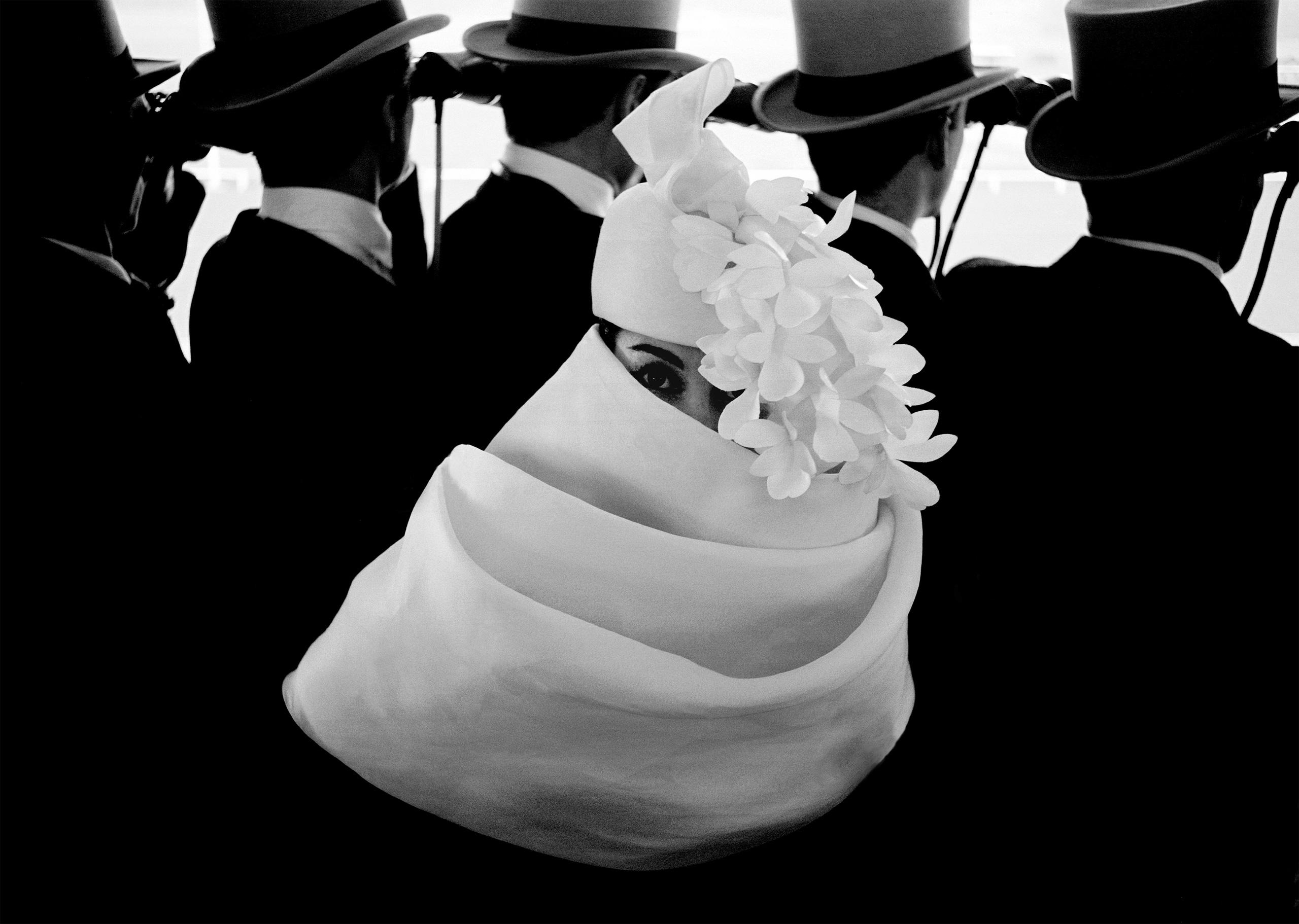 Mode à Longchamp, Givenchy hat, Paris, 1958