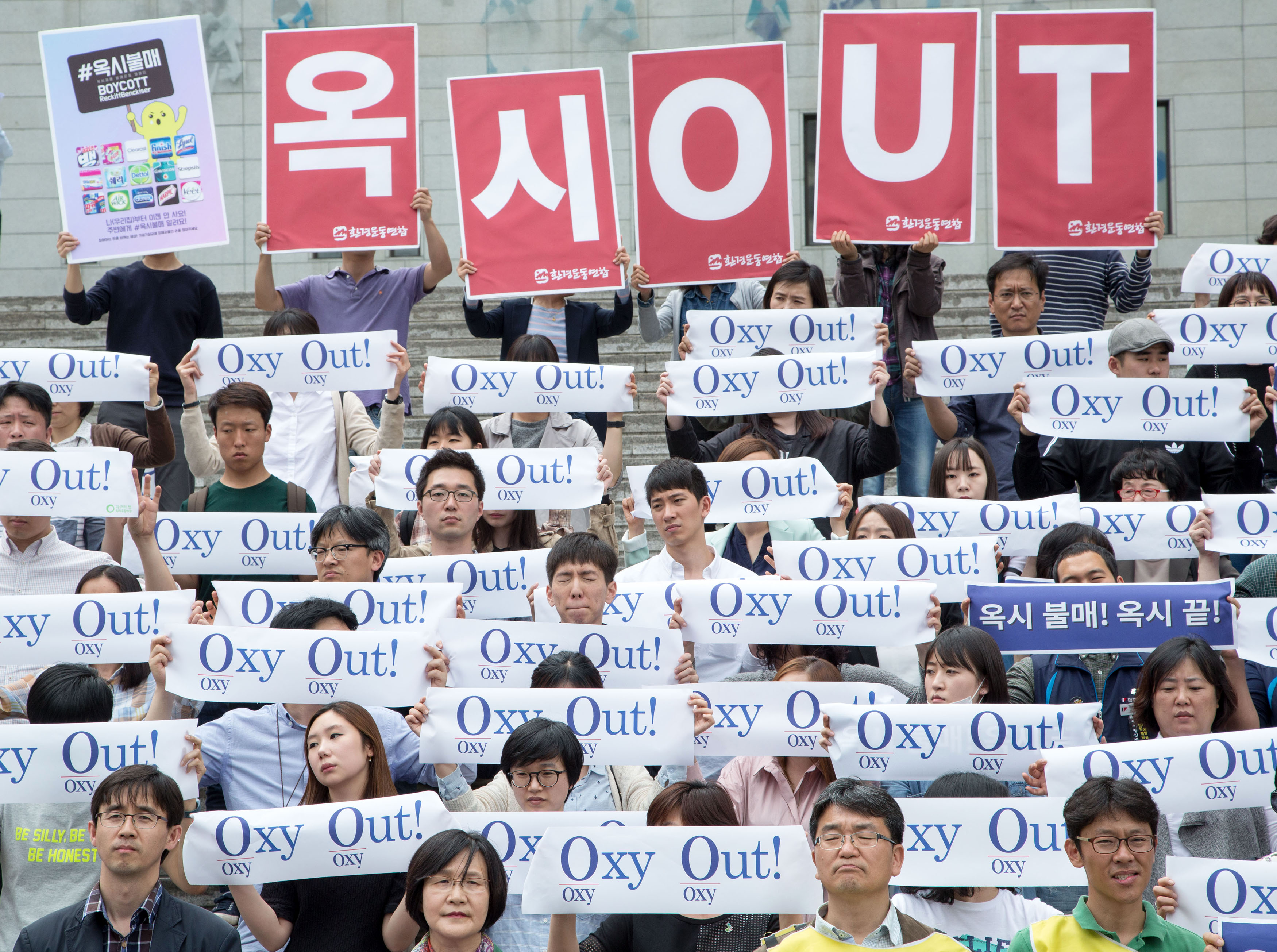 South Korean protesters who claim that a sterilizing hygiene product made by Reckitt Benckiser has led to deaths in South Korea demonstrate n in Seoul on May 9, 2016