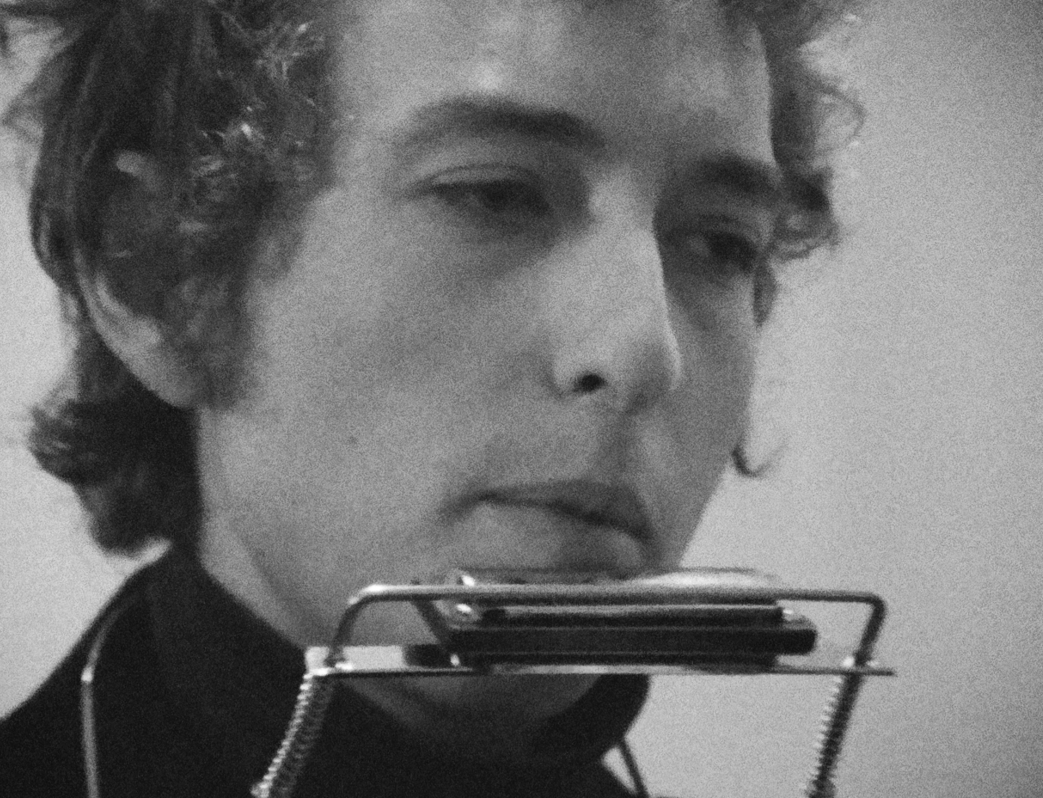 Bob Dylan backstage at Newcastle City Hall in London, 1965.