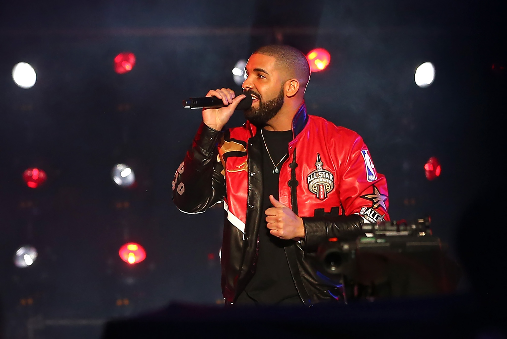 TORONTO, ON - FEBRUARY 14: Rapper Drake at the NBA All-Star Game 2016 at the Air Canada Centre on February 14, 2016 in Toronto, Ontario. NOTE TO USER: User expressly acknowledges and agrees that, by downloading and/or using this Photograph, user is consenting to the terms and conditions of the Getty Images License Agreement.  (Photo by Elsa/Getty Images)