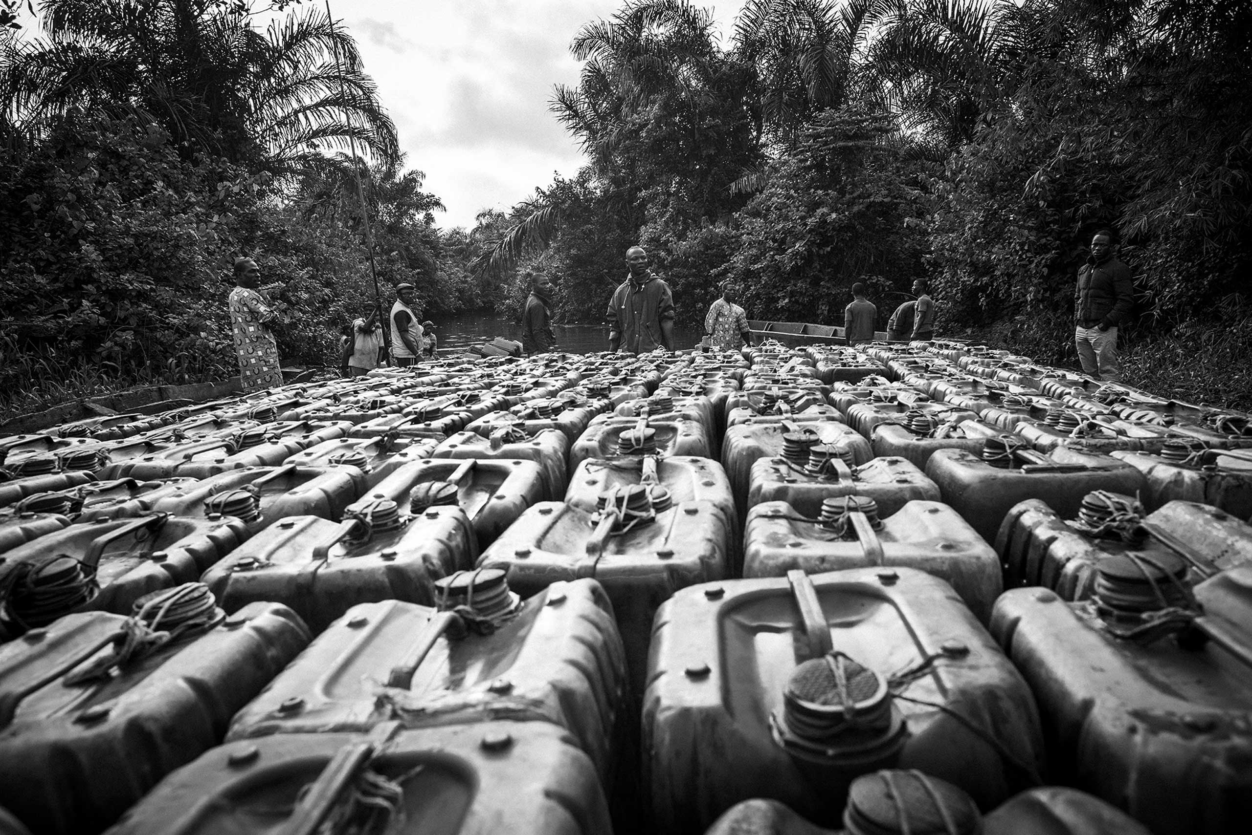 Ifagni, in the region called Plateau, is the center of the illegal trafficking of petrol between Nigeria and Benin. That's one of the shortest and safest waterways to bypass the border controls, to unload thousands of drums.