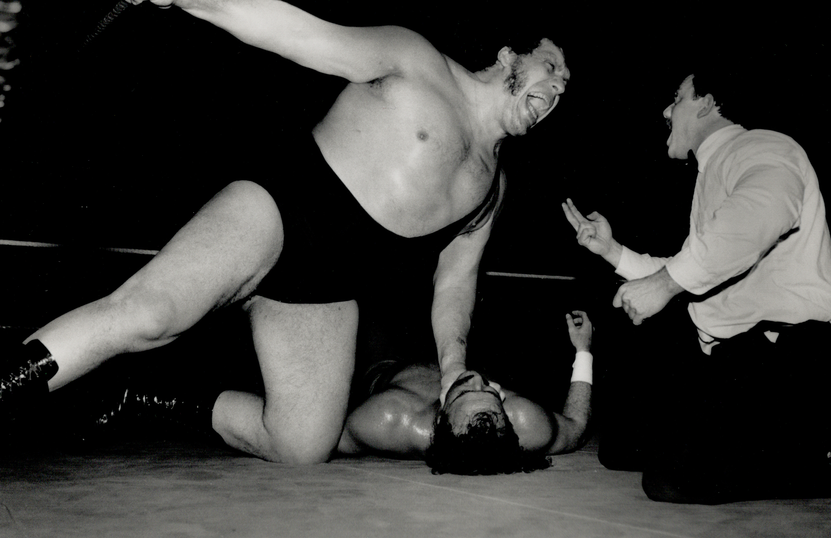 Andre The Giant spews vitriol at the referee as fans put in their two cents' worth, Feb. 27, 1989
