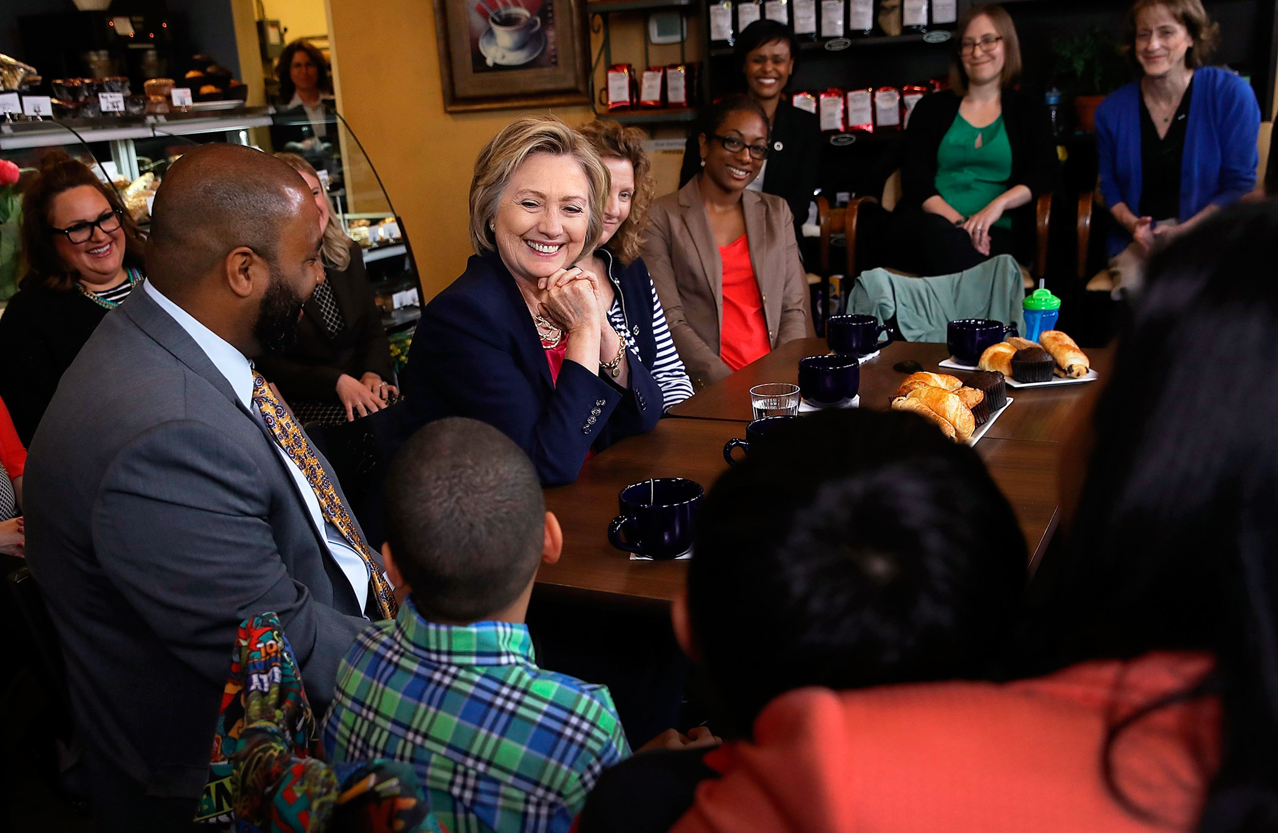 Clinton meets with voters on May 9 at Mug'n Muffin bakery in Aldie, Va.