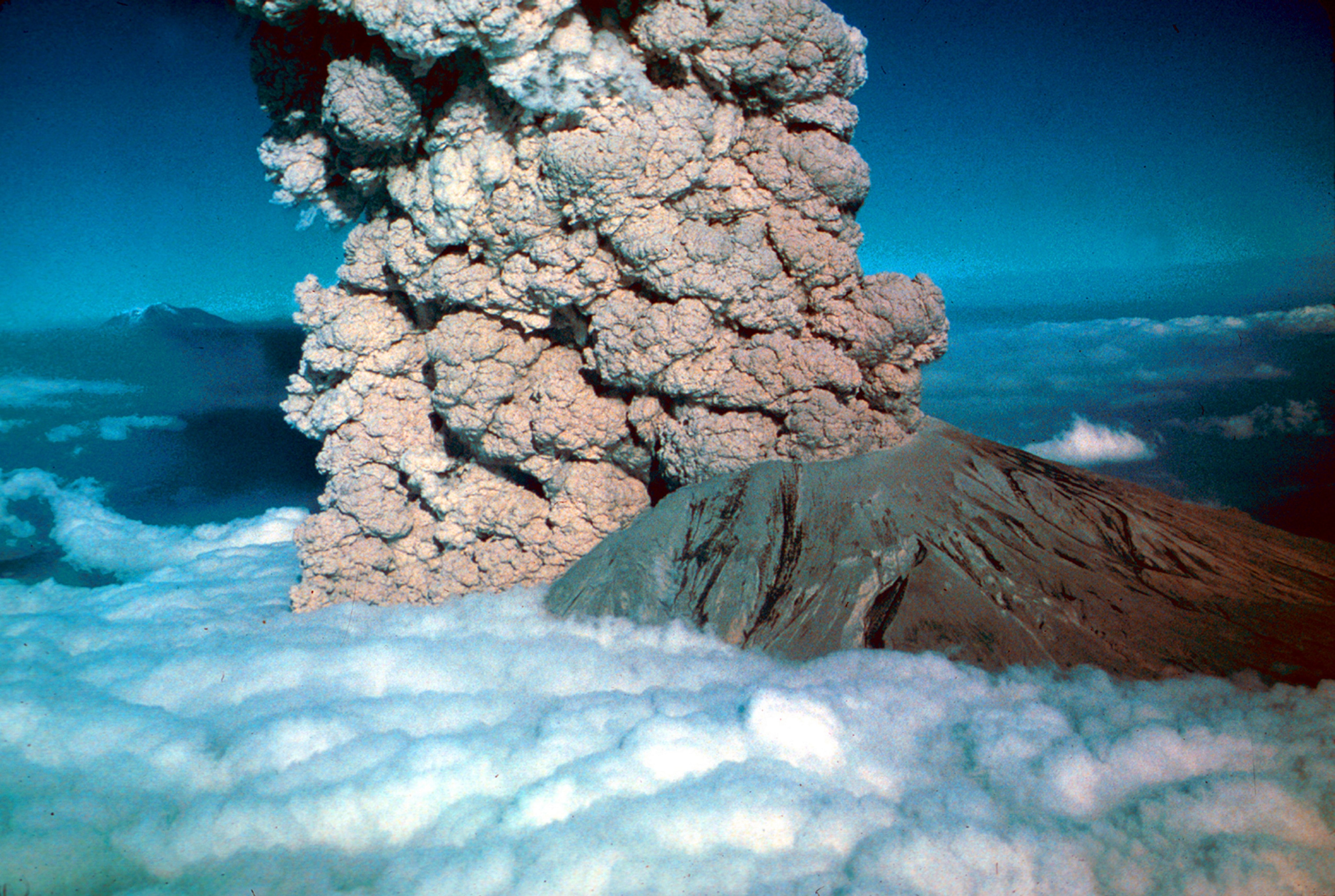 In 1980, a major volcanic eruption occurred at Mount St Helens, a volcano located in state of Washington, in the United States.