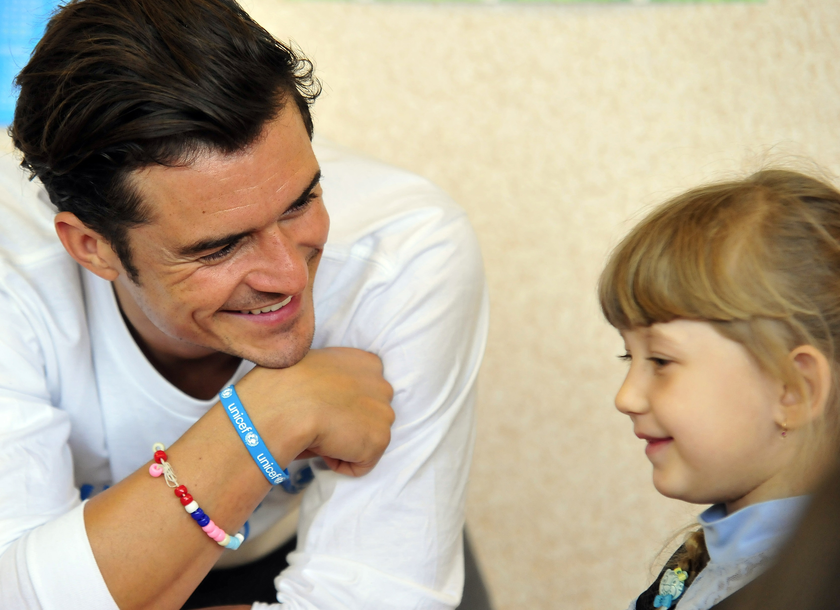 Orlando Bloom plays with pupils of a school in Slovyansk, Ukraine on April 27, 2016.