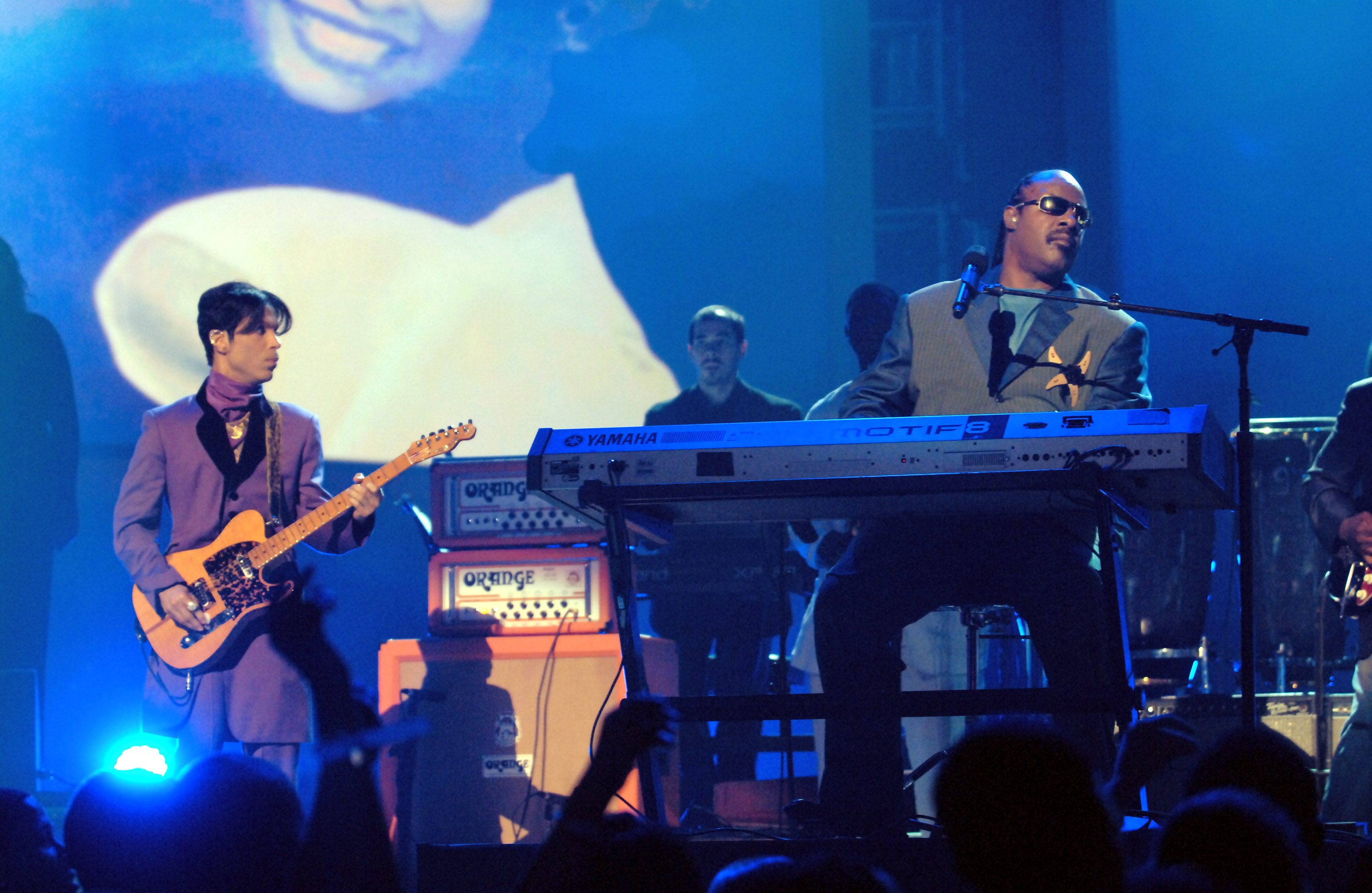 Prince and Stevie Wonder perform  Through the Fire  at the 6th Annual BET Awards in 2006.