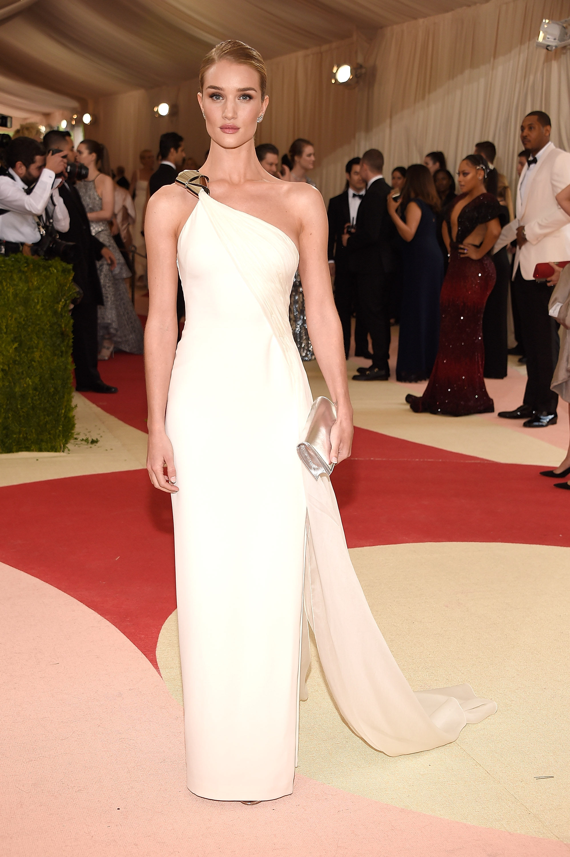 Rosie Huntington-Whiteley attends  Manus x Machina: Fashion In An Age Of Technology  Costume Institute Gala at Metropolitan Museum of Art on May 2, 2016 in New York City.
