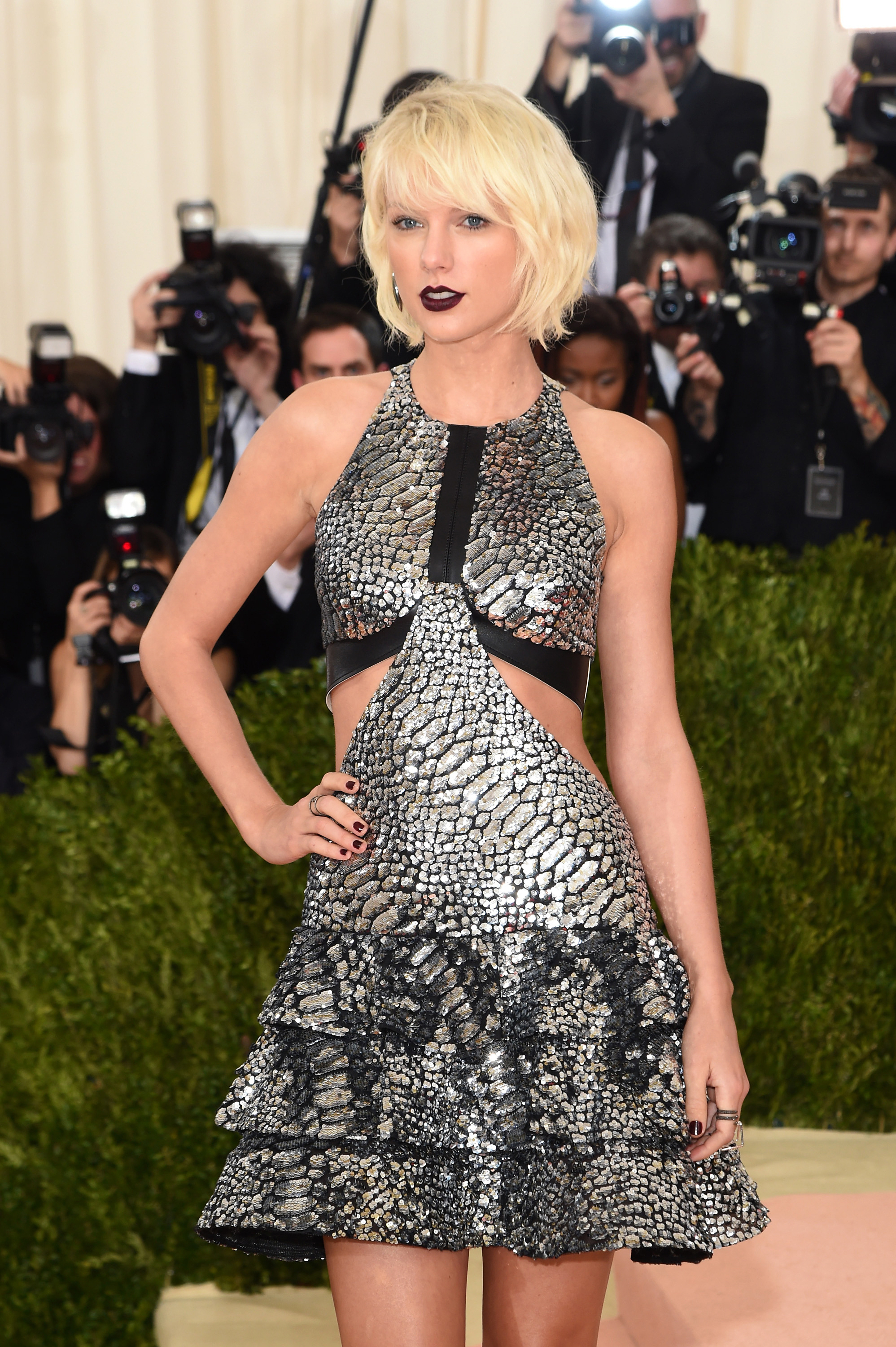 Taylor Swift attends the  Manus x Machina: Fashion In An Age Of Technology  Costume Institute Gala at Metropolitan Museum of Art on May 2, 2016 in New York City.