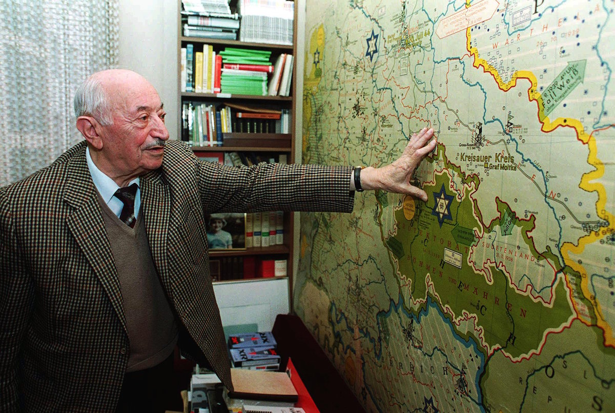 Nazi-hunter Simon Wiesenthal in 1993