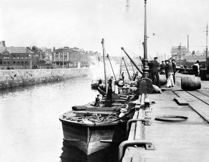Loading Guinness Barges, Victoria Quay, Dublin, circa 1904.