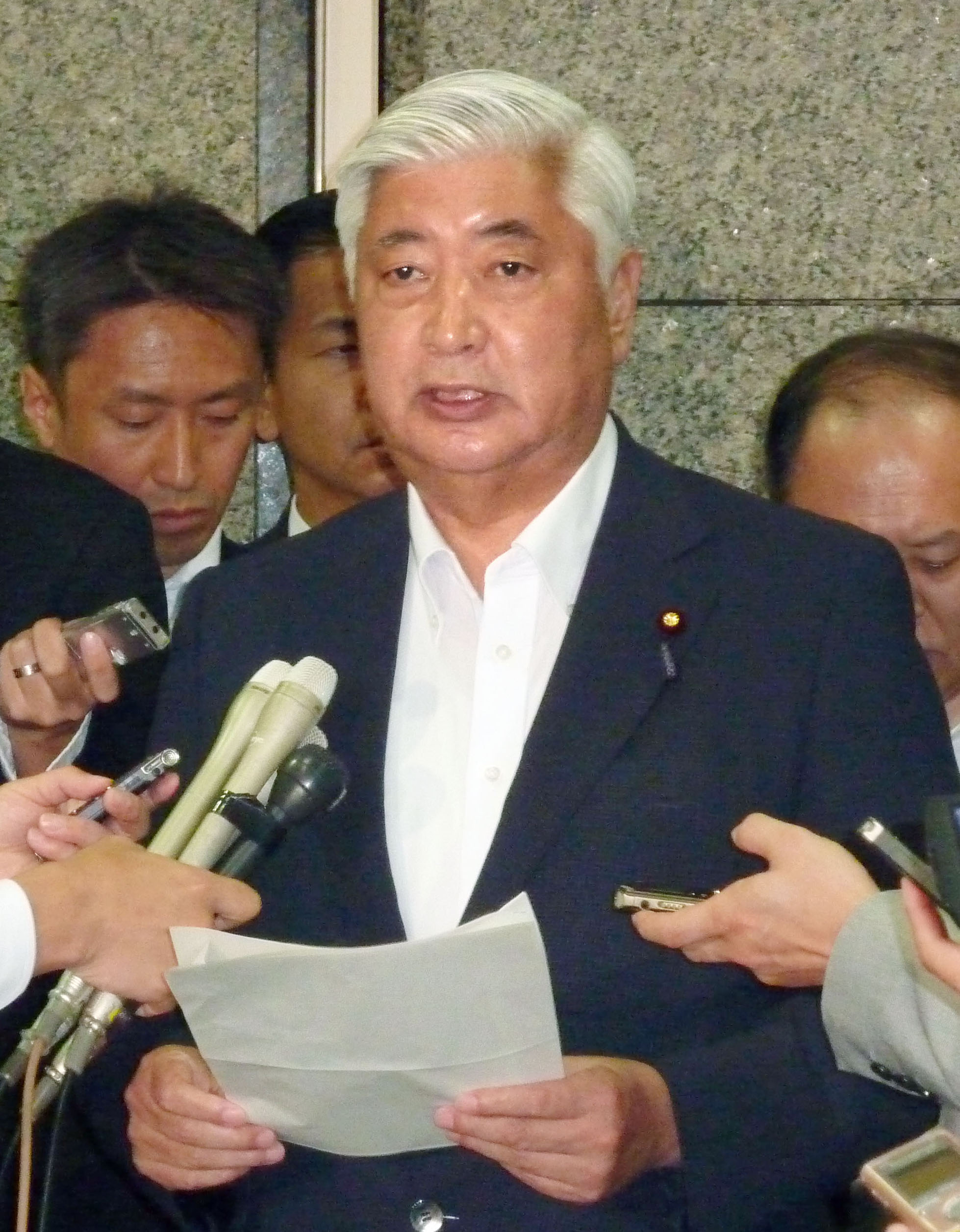 Japanese Defense Minister Gen Nakatani meets with reporters in Tokyo on June 15, 2016, at his ministry after a Chinese naval ship briefly entered Japan's territorial waters off the southwestern island of Kuchinoerabu