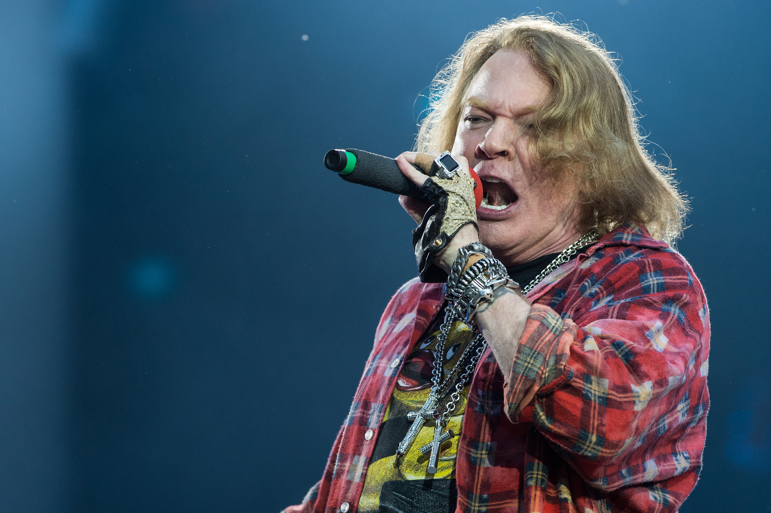 LONDON, ENGLAND - JUNE 04:  Axl Rose of AC/DC performs at Queen Elizabeth Olympic Park on June 5, 2016 in London, England.  (Photo by Brian Rasic/WireImage)