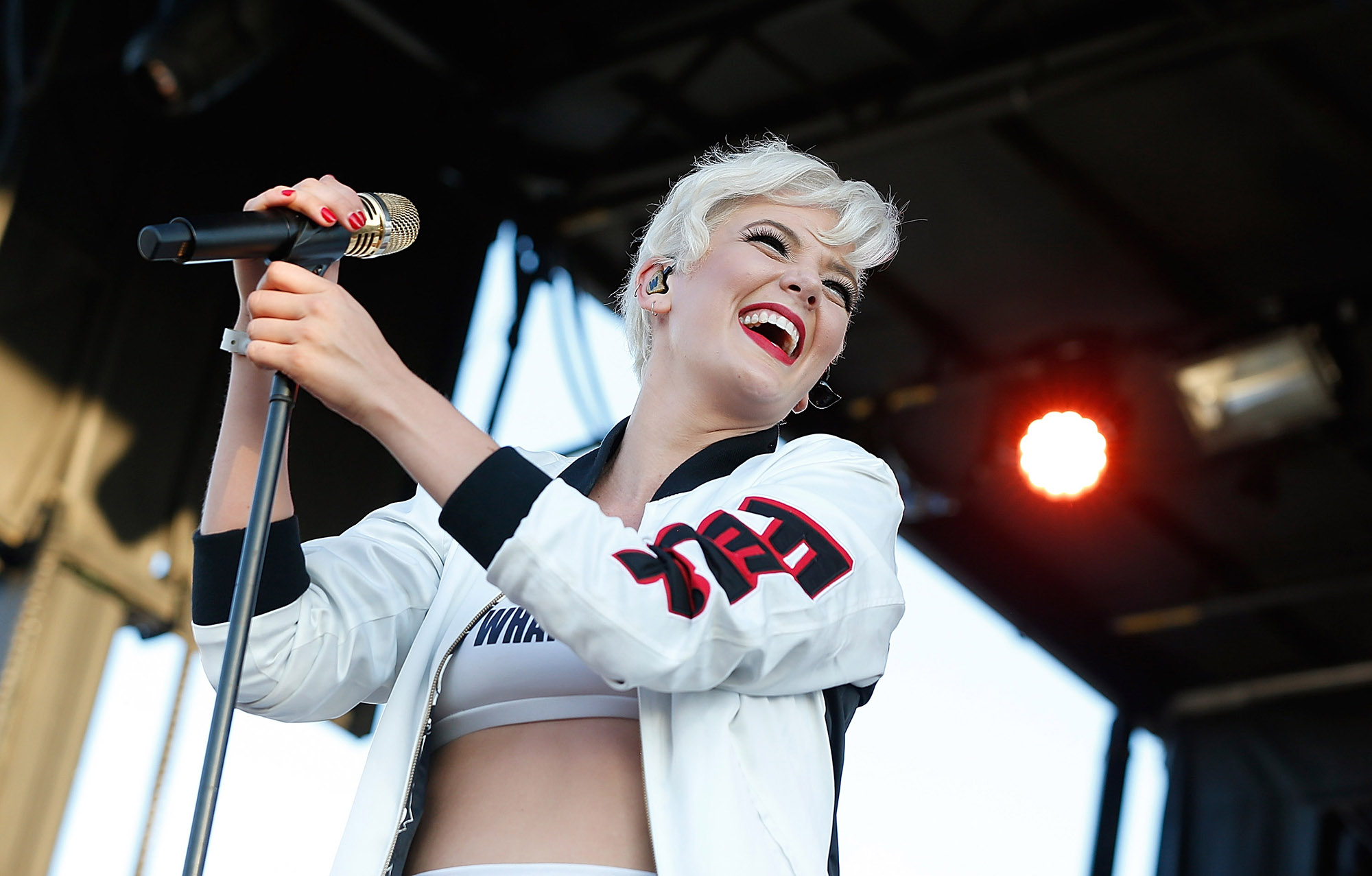 Betty Who performs at 2015 Billboard Hot 100 Music Festival (Photo by John Lamparski/WireImage)