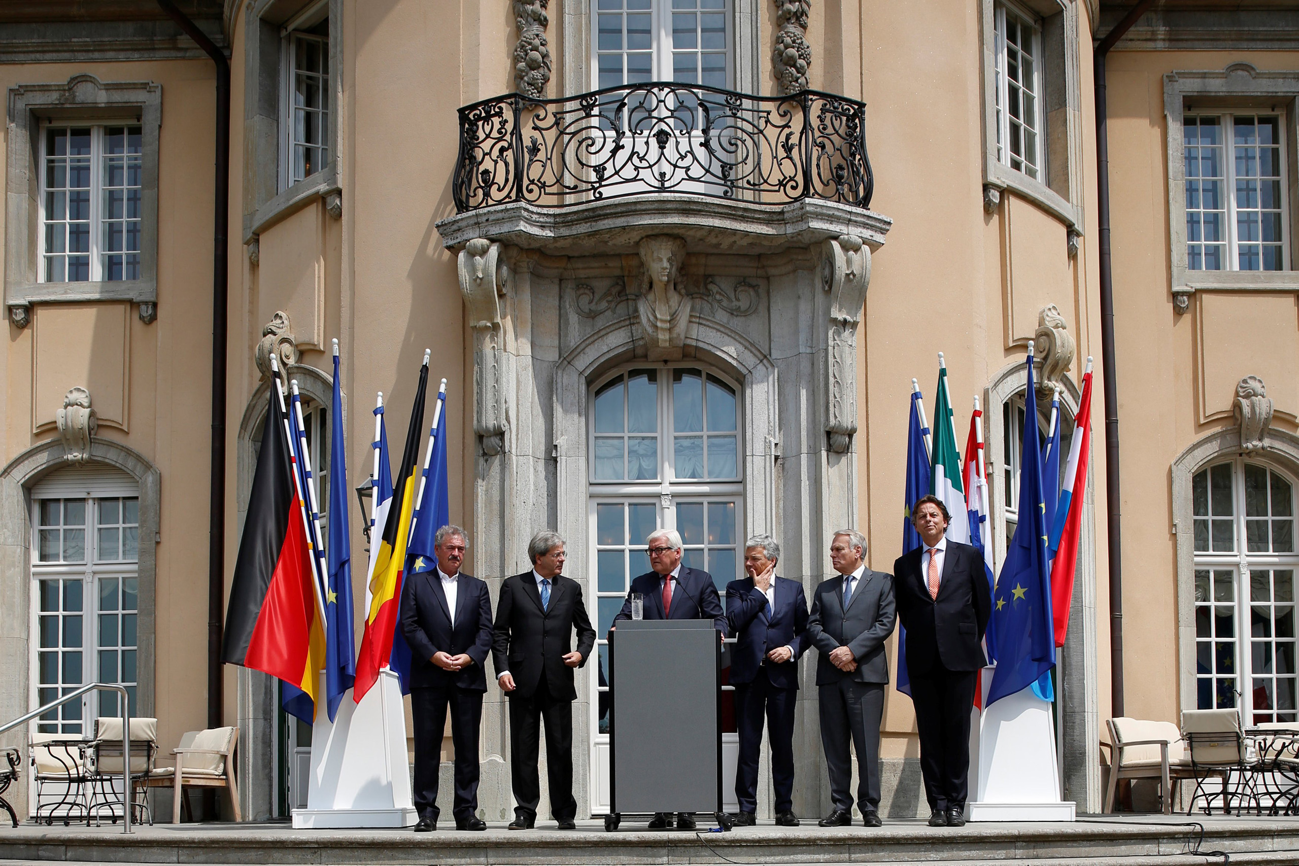 Luxembourg's Foreign Minister Jean Asselborn, Italian Foreign Minister Paolo Gentiloni, German Foreign Minister Frank-Walter Steinmeier, Belgian Foreign Minister Didier Reynders, French Foreign Minister Jean-Marc Ayrault and Dutch Foreign Minister Bert Koenders (L-R) attend a press conference after a foreign minister meeting of the EU founding members in Berlin on June 25, 2016.