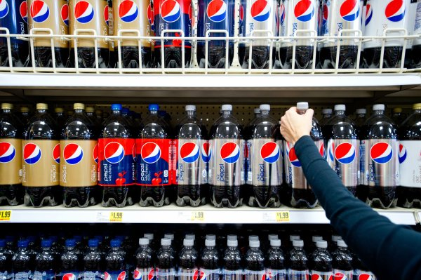 when did diet pepsi add aspartame back