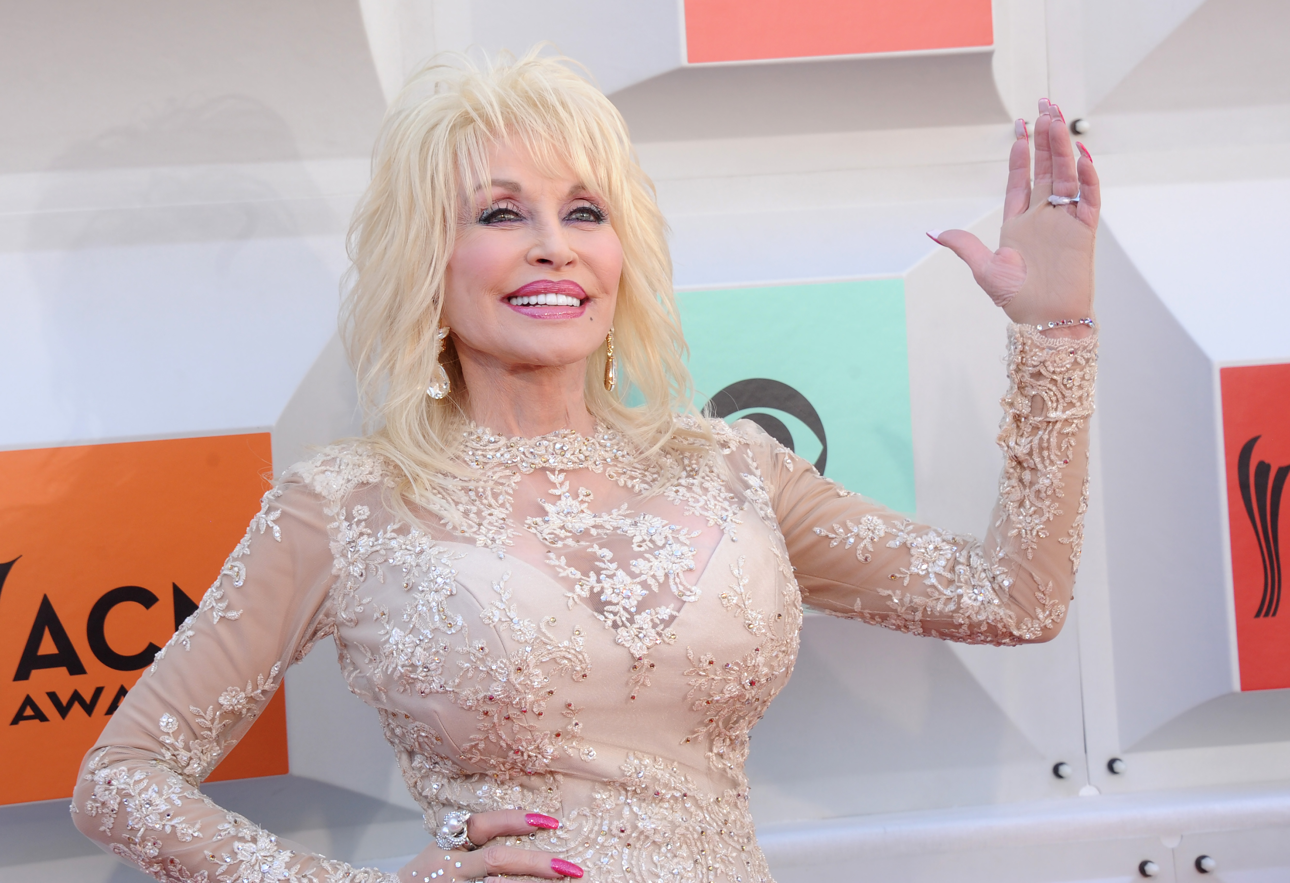 Singer Dolly Parton arrives at the 51st Academy Of Country Music Awards at MGM Grand Garden Arena on April 3, 2016 in Las Vegas, Nevada.