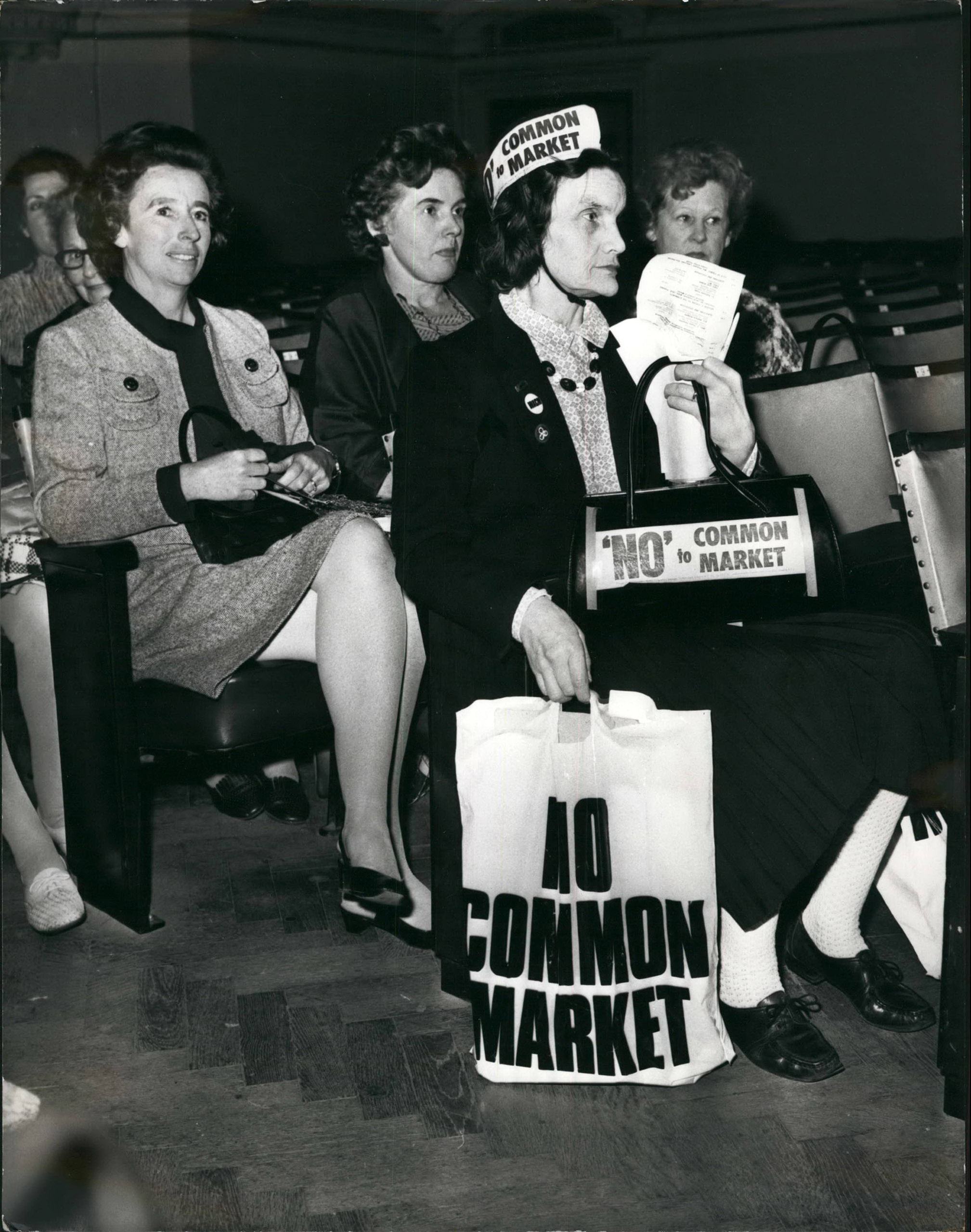 Mrs. Barbara Fellows, of South Kensington, shows her disapproval of joining the Common Market, Oct. 10, 1971.