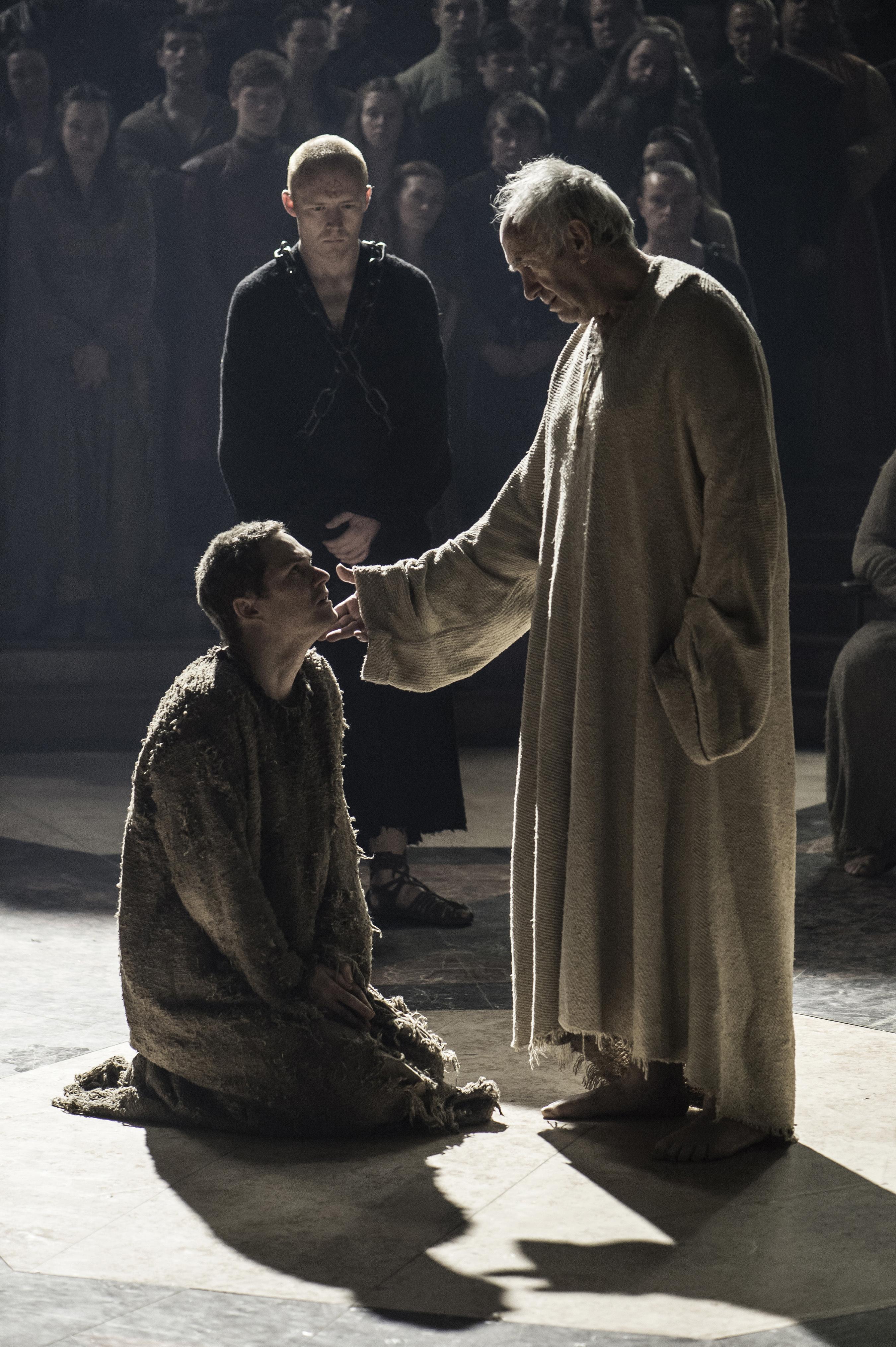 Finn Jones and Jonathan Pryce in Game of Thrones season 6, episode 10.