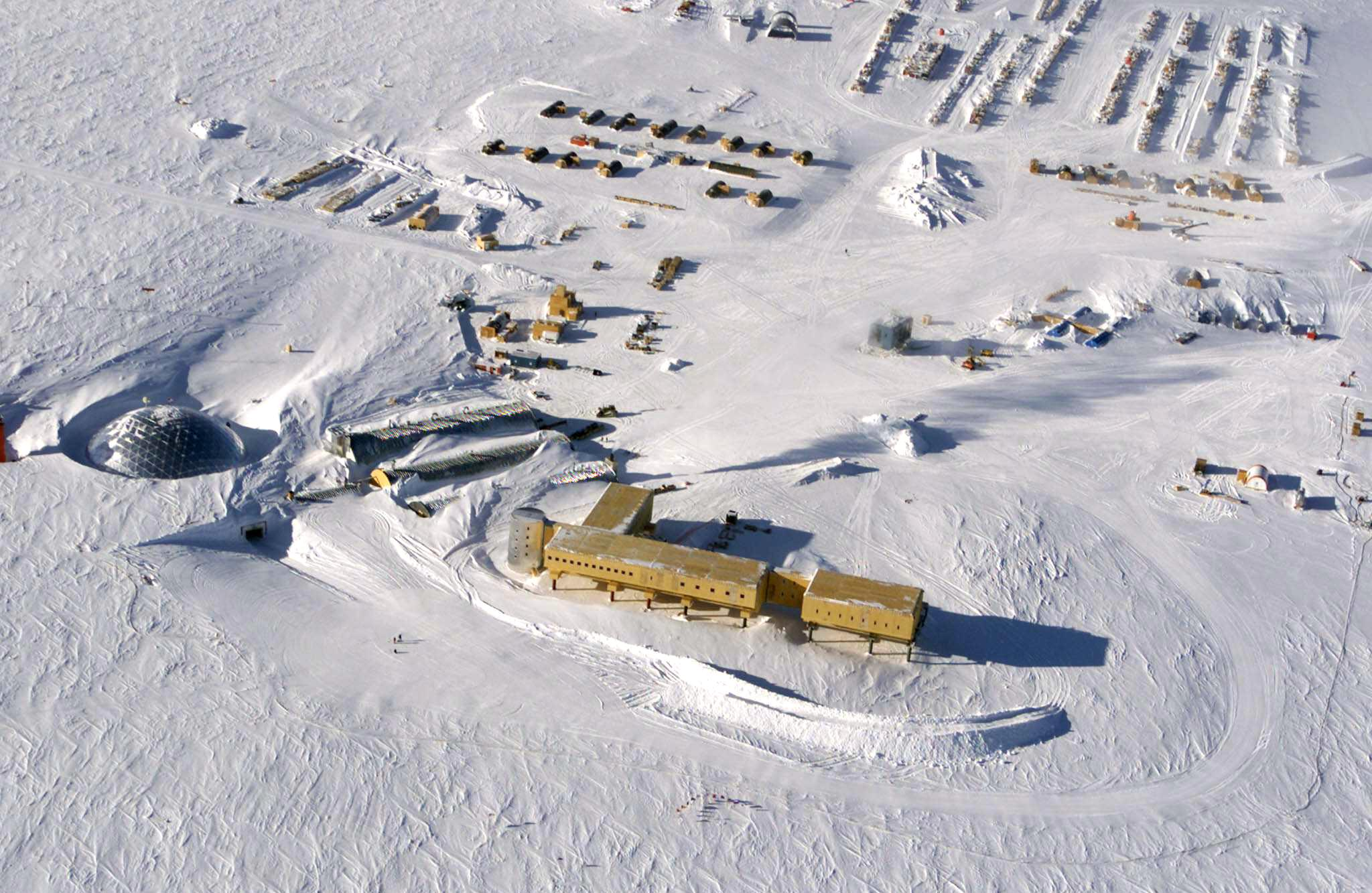 This handout photo dated 31 October 2002 shows an aerial view of the U.S. Amundsen-Scott South Pole Station in Antarctica.