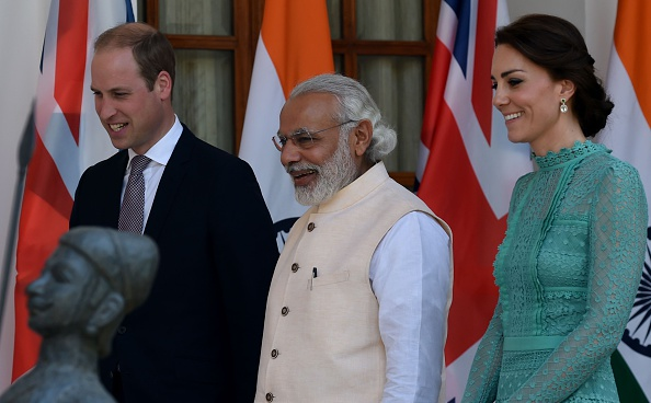 Britain's Prince William, Duke of Cambridge(L)and Catherine, Duchess of Cambridge(R)walk with India's Prime Minister Narendra Modi(C)ahead of a lunch event at Hyderabad House in New Delhi on April 12, 2016.   / AFP / MONEY SHARMA        (Photo credit should read MONEY SHARMA/AFP/Getty Images)
