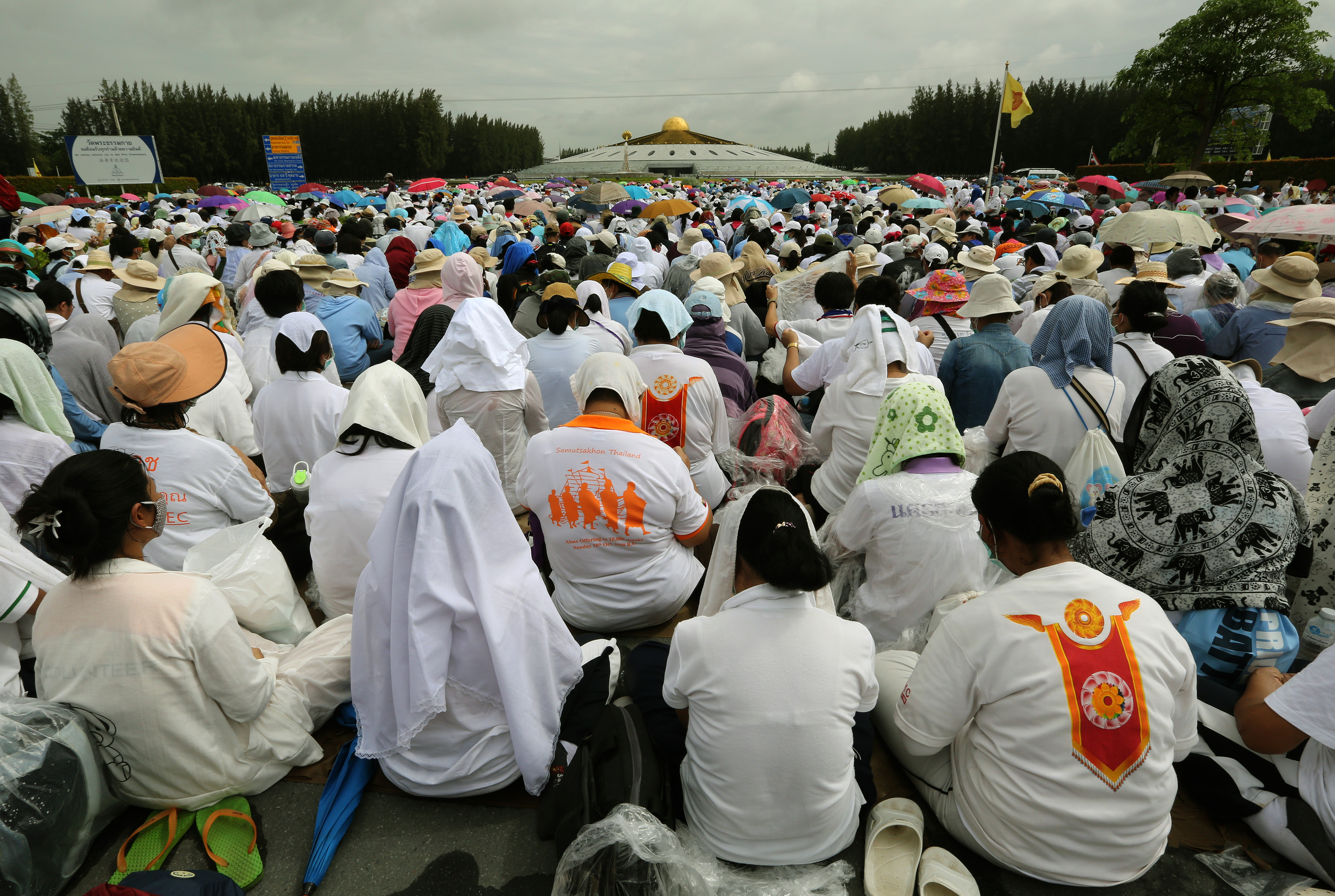 Devotees meditate at Wat Phra Dhammakaya, a Buddhist temple in Pathum Thani province, Thailand, on June 16, 2016