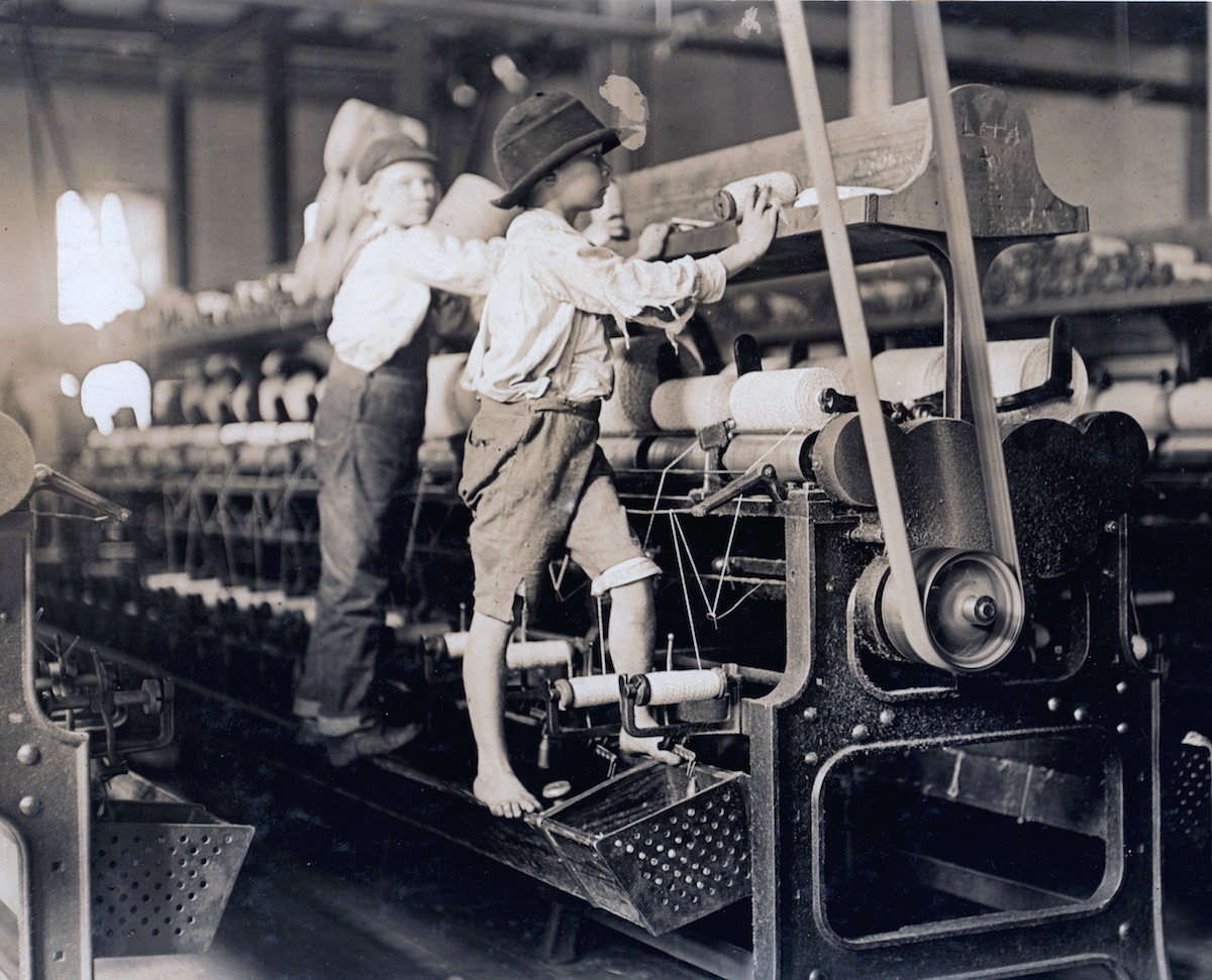 Child laborers in 1909 at Bibb Mill No. 1 in Macon, Ga,