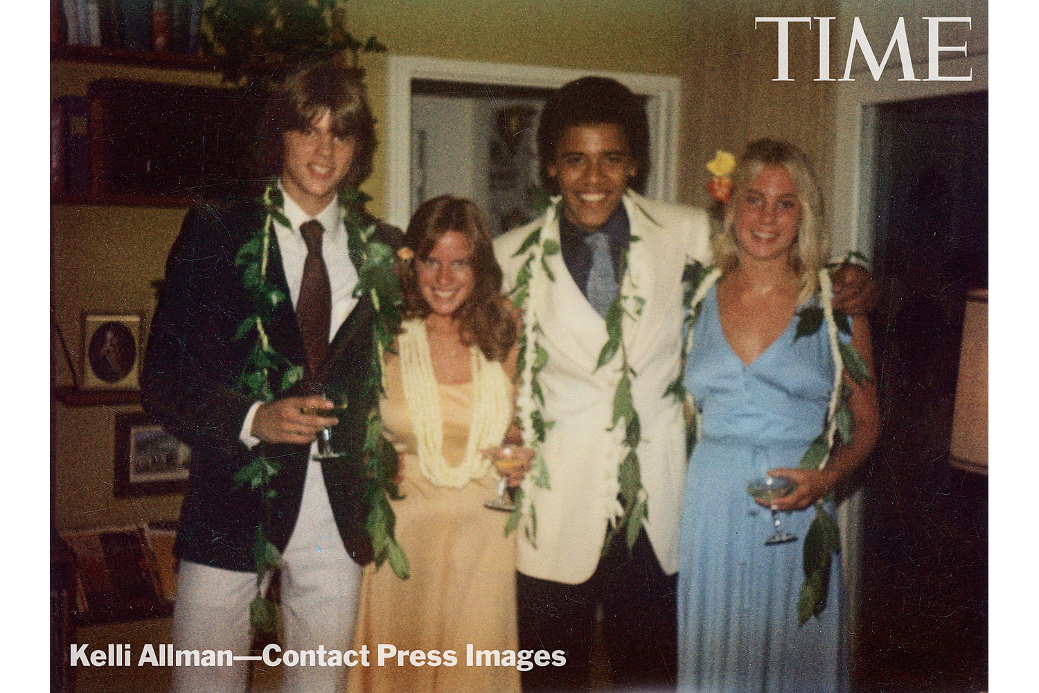From left: Greg Orme, Kelli Allman, Barack Obama and Megan Hughes at Allman's parents' house in Honolulu.