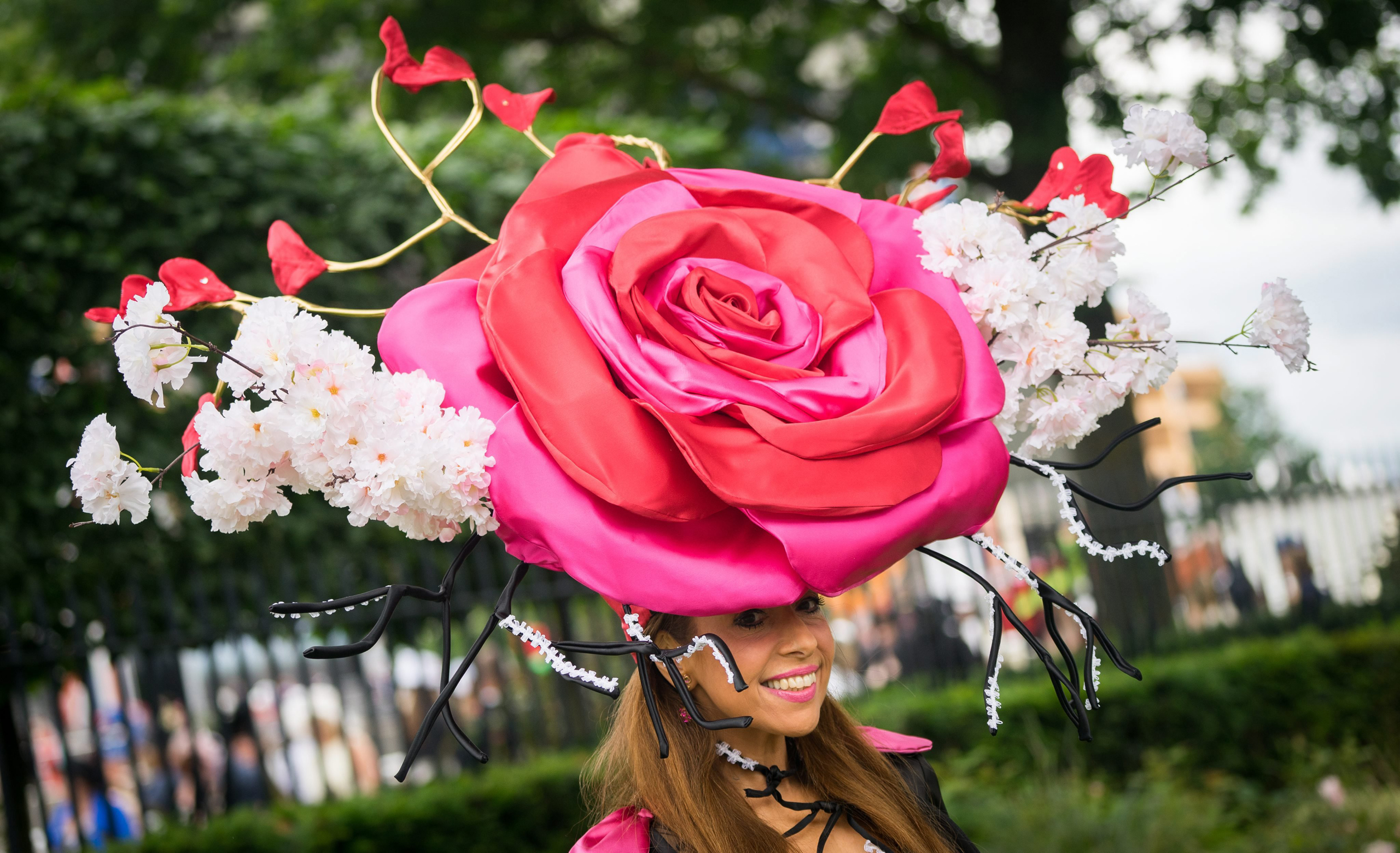 Race-goers arrive on Ladies Day of the Royal Ascot horse race meeting in Ascot, U.K., on June 16, 2016.